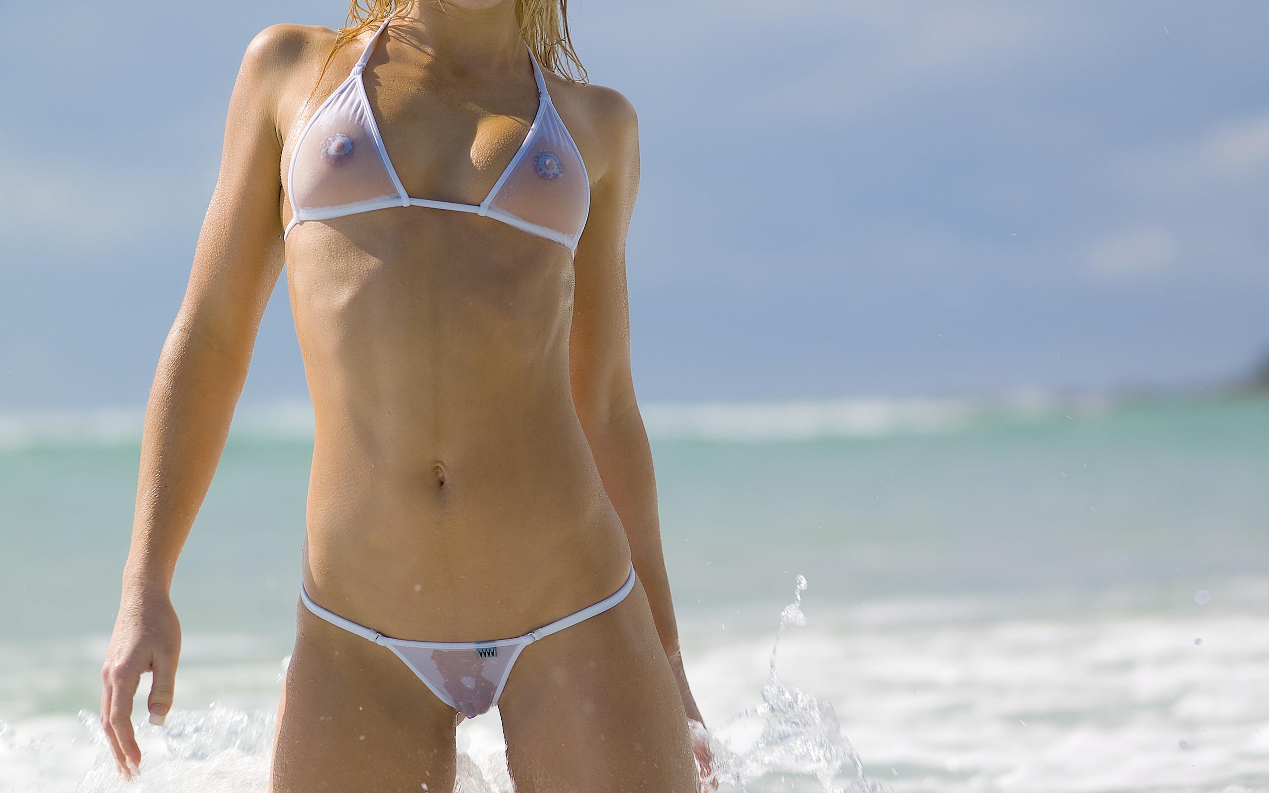 Фото попочек в прозрачном купальнике, гинекологи извращенцы раздевают молодых девушек
