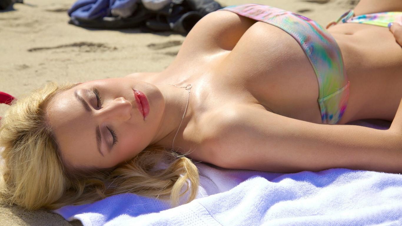 Худенькая девочка с большой грудью, Худенькая красотка с большой грудью 27 фотография