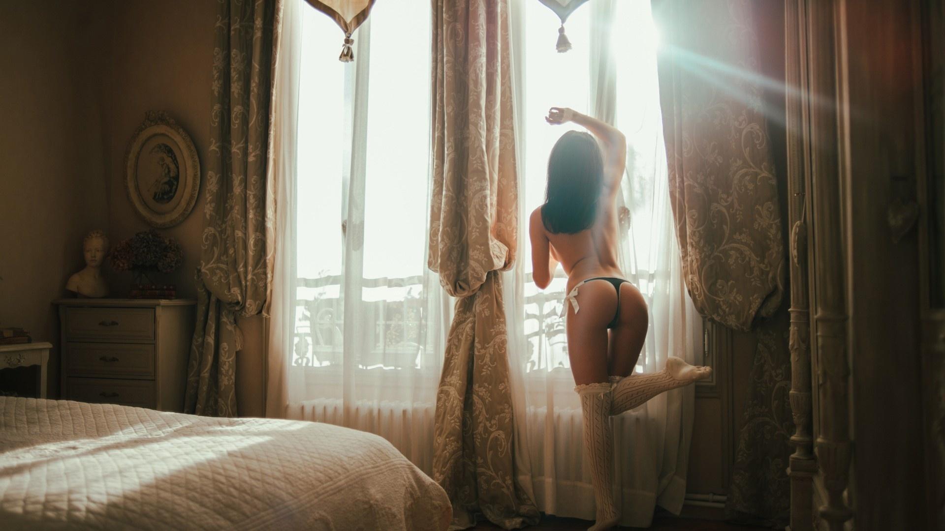 Бендеры трахаются фото девушка в номере раздевается голые девушки