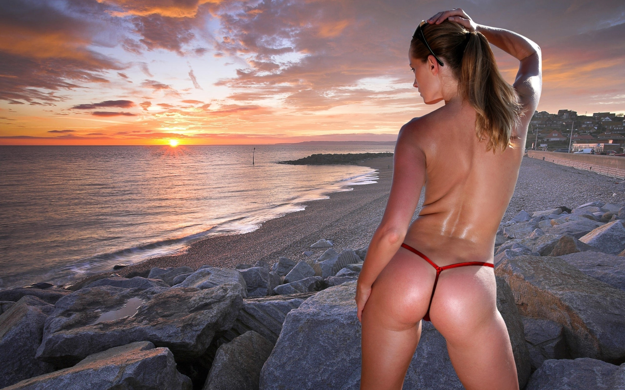 женщины в теле на пляже в стрингах фото папы уже нет