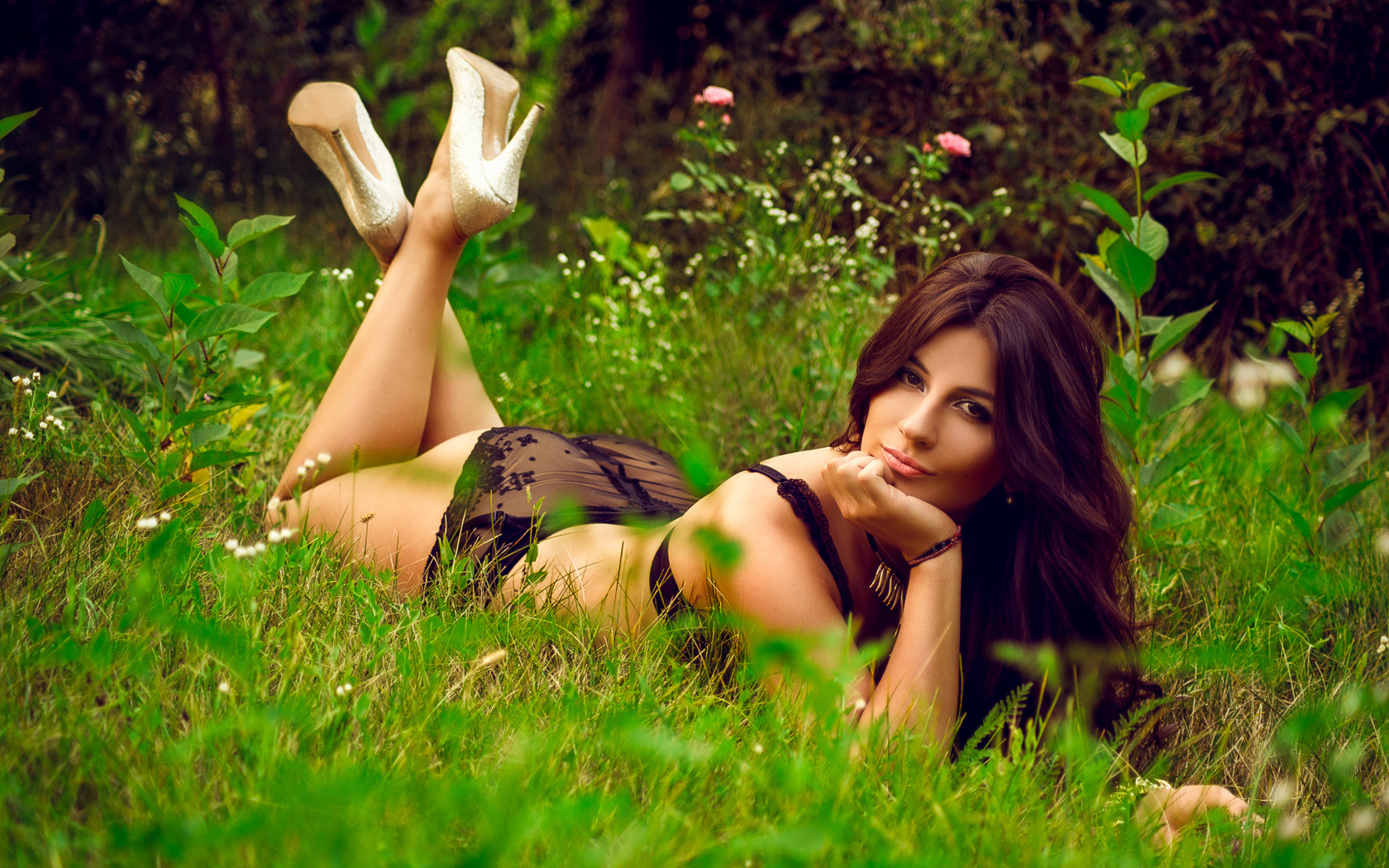 seksualnie-foto-devushek-na-prirode