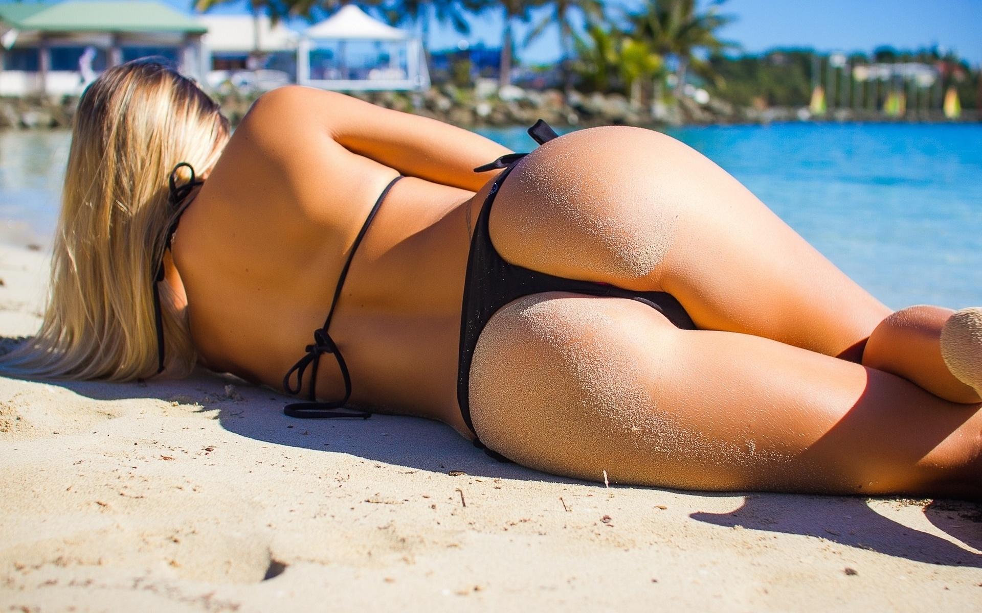 отстранился попы на пляже в купальниках фото рубашка