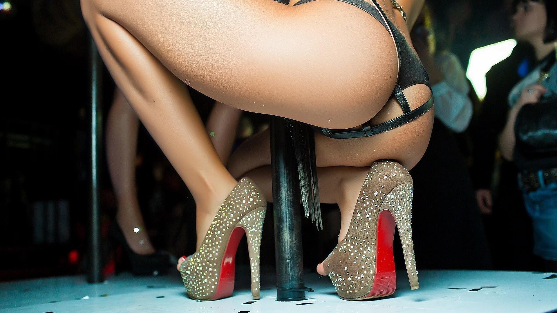 Шикарные танцы задницы, Лучший танец, исполненный исключительно женской попой! 28 фотография