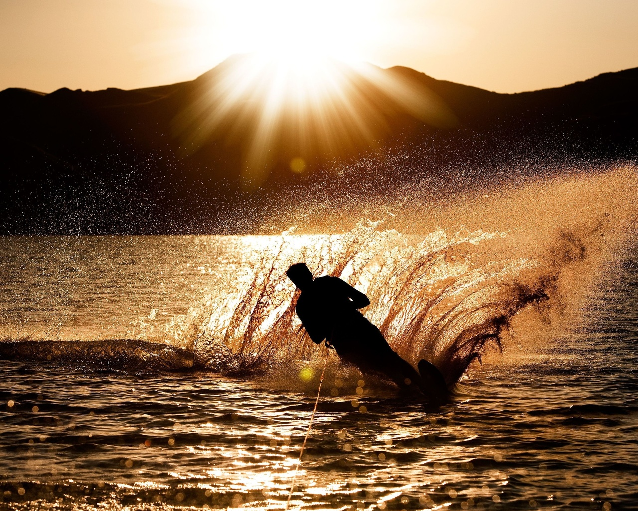 спорт, мужчина, парень, силуэт, брызги, вода, волны, море, океан, солнце, закат, фон