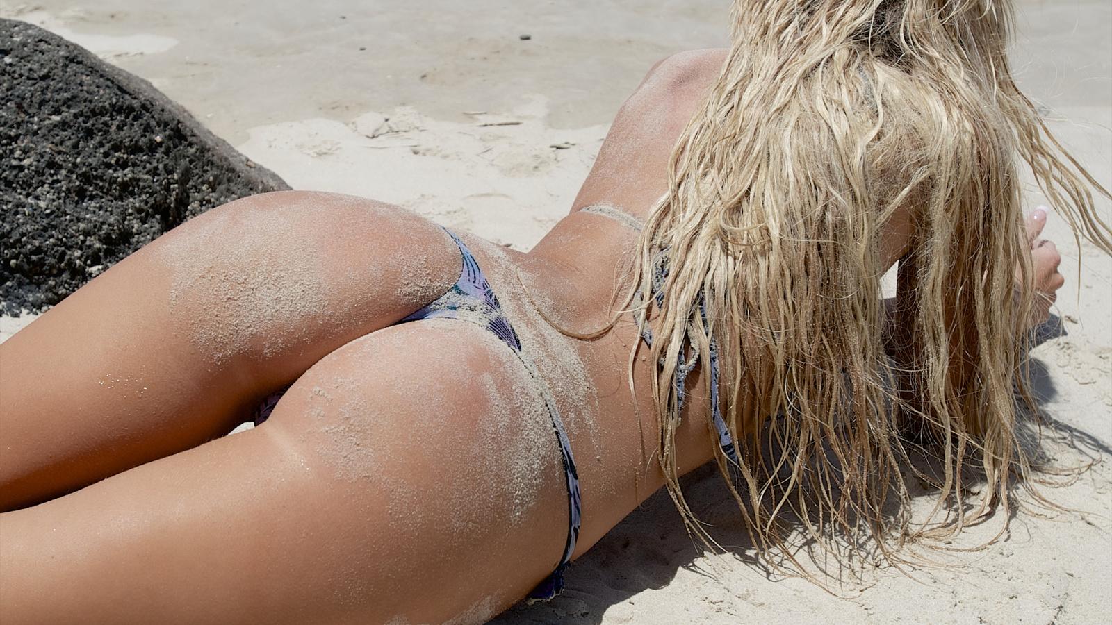 очень красивые попки на пляже онлайн
