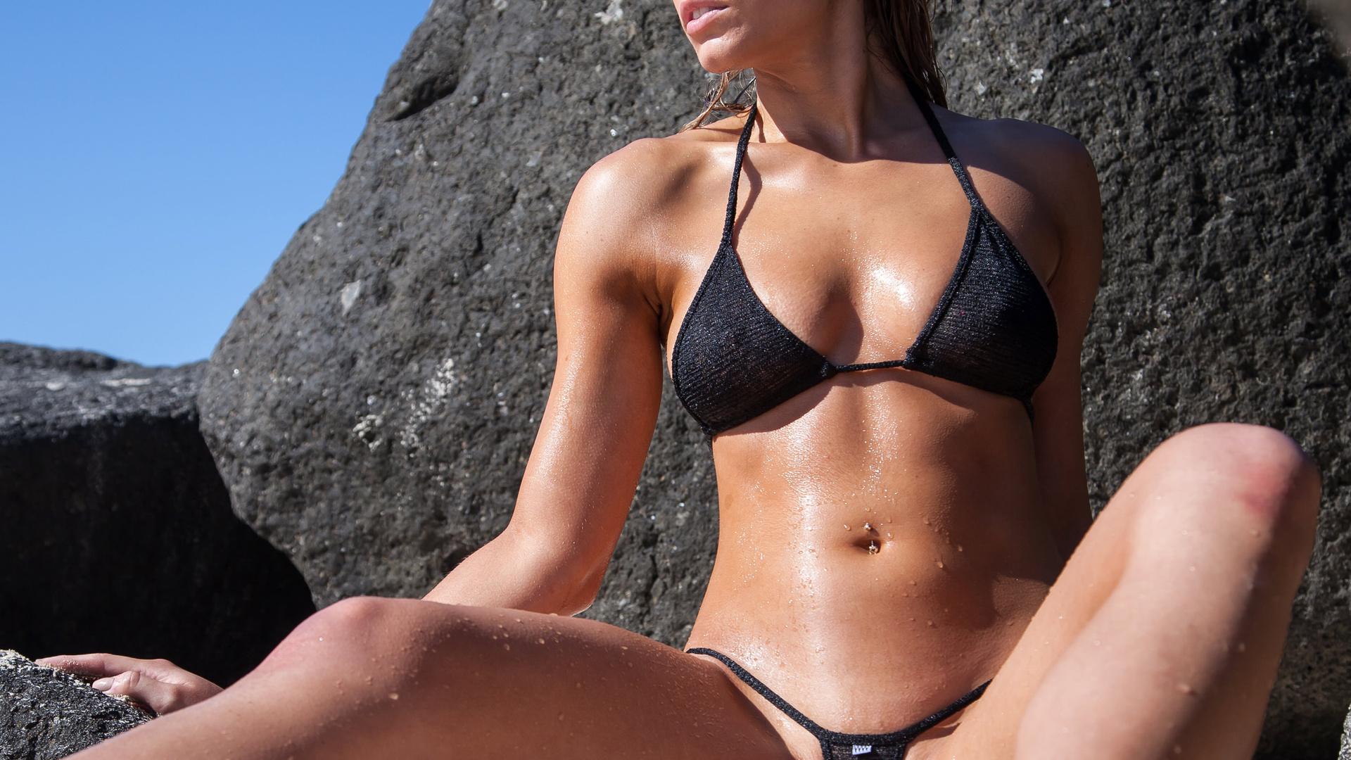 Фото женщин в купальниках смотреть онлайн бесплатно, Девушки в микро и экстрим бикини -фото 1 фотография