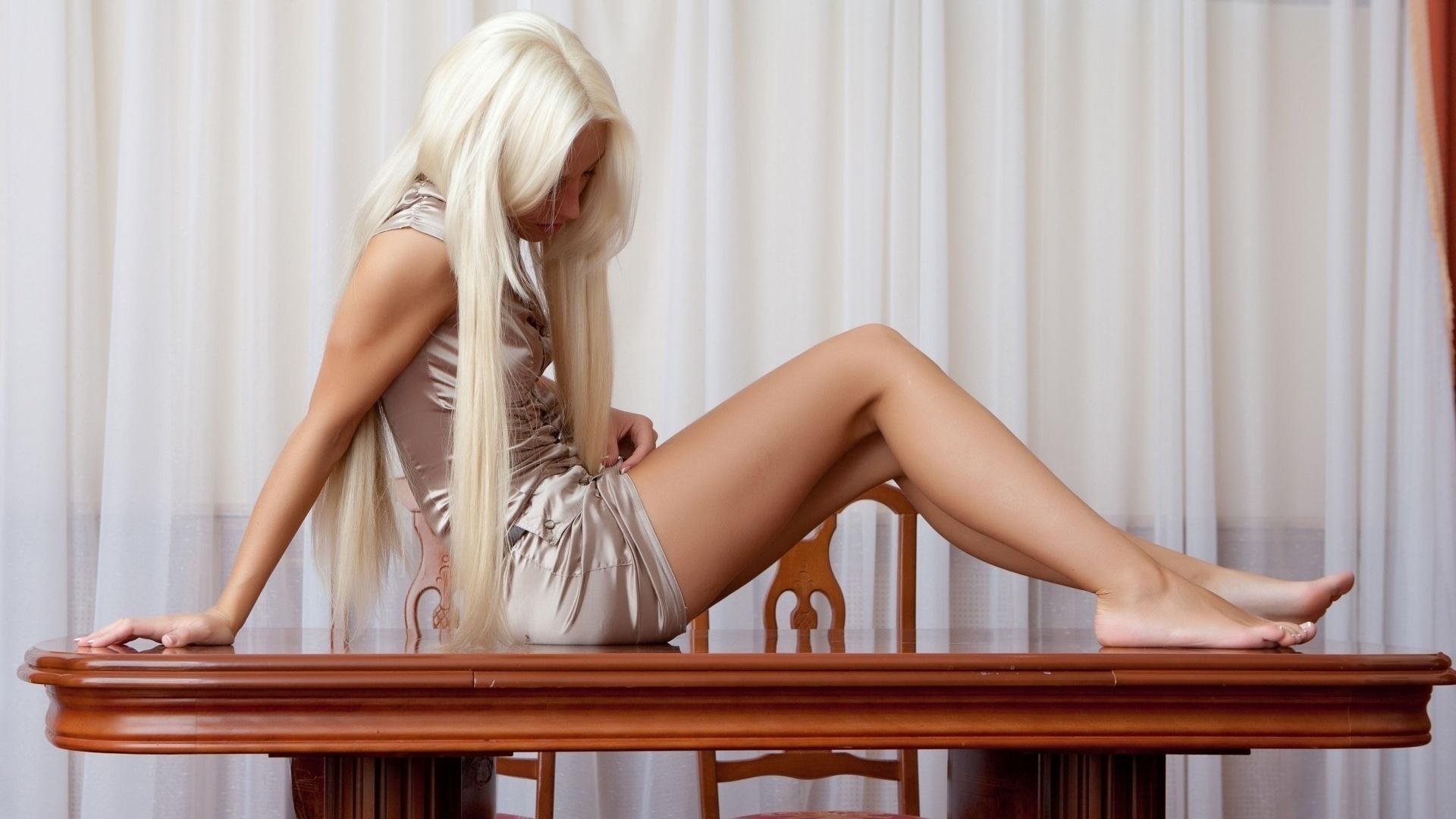 блондинка раком потом на столе
