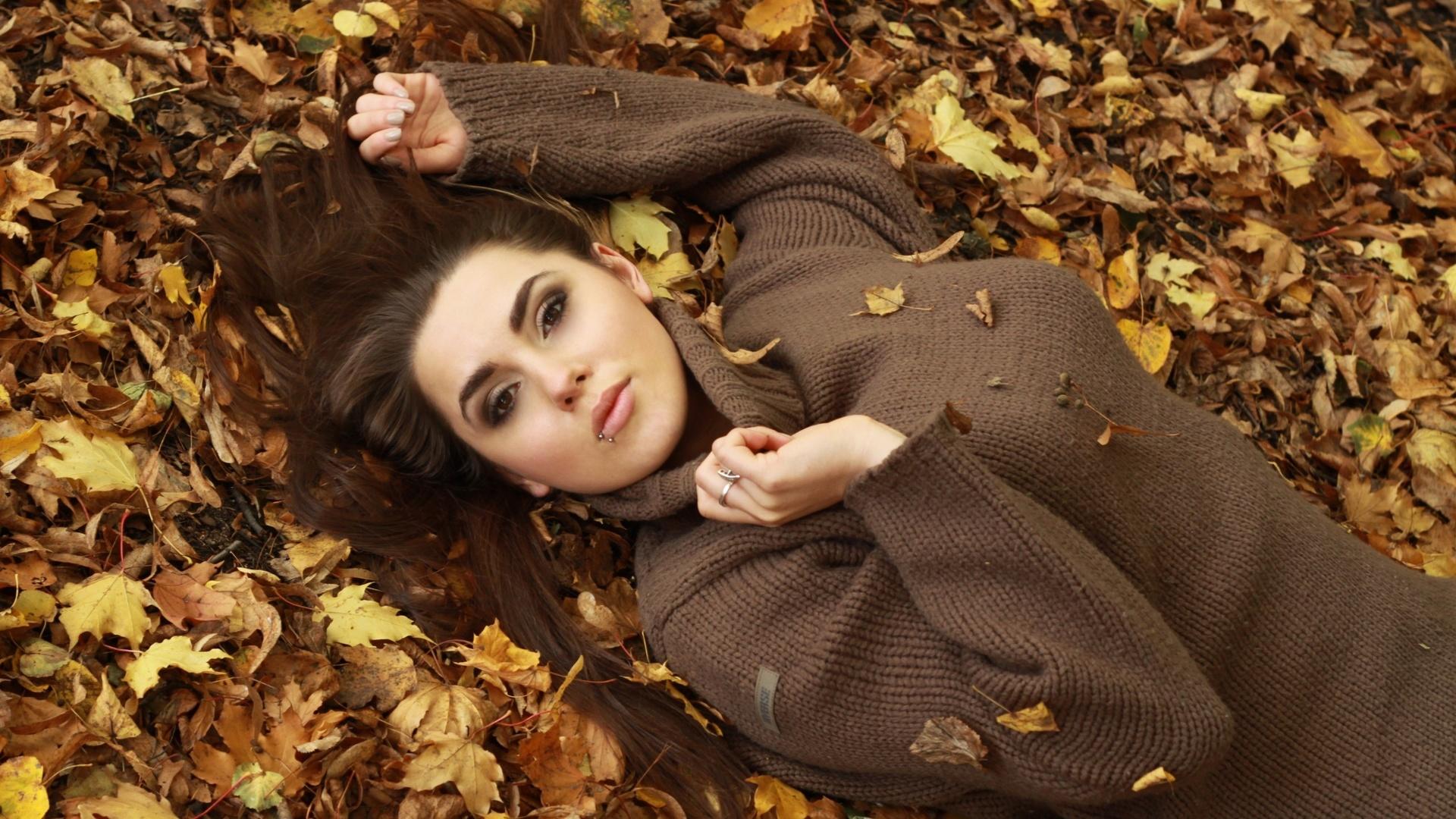 Поздравлениями марта, картинки девушка осенью в листьях