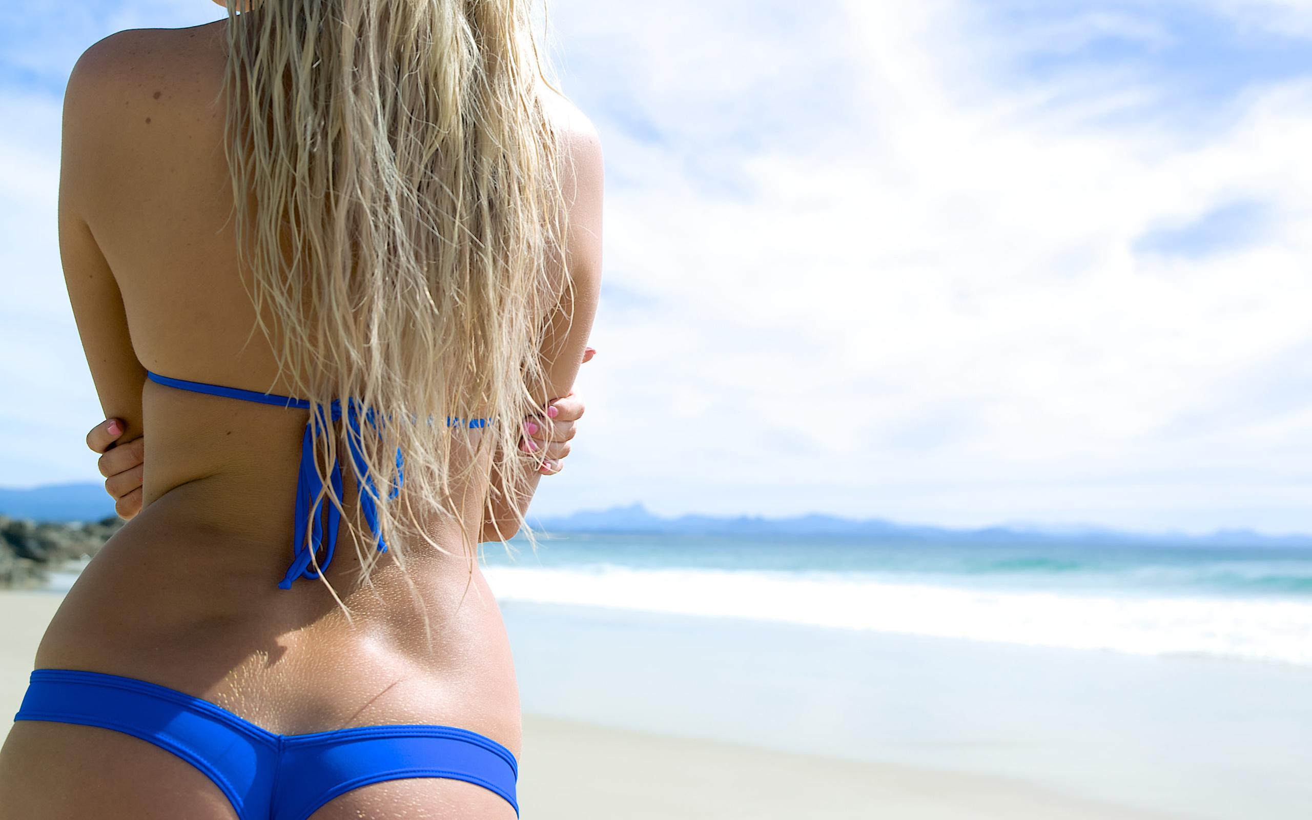 примеру, делать фото девушек блондинок в купальнике на пляже вид со спины рыжеволосая секретарша вошла