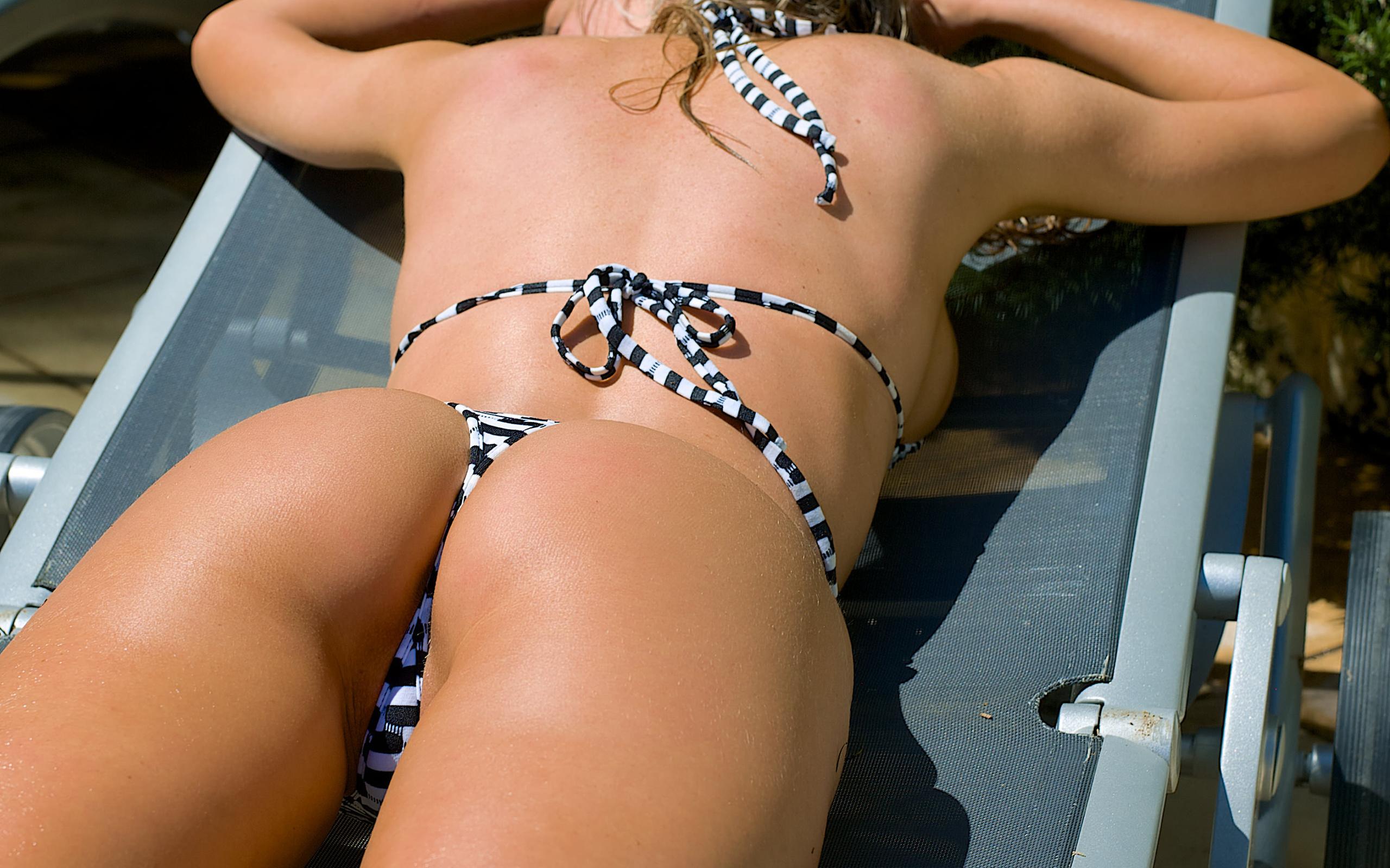 Redhead Bikini Squirt Pics