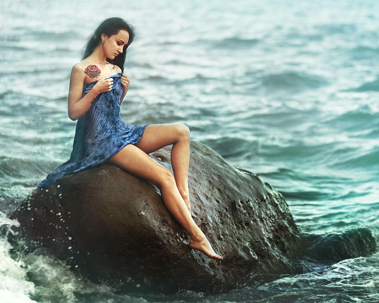 Фото девушек на фоне океана, Фото: Девушка на фоне океана 26 фотография