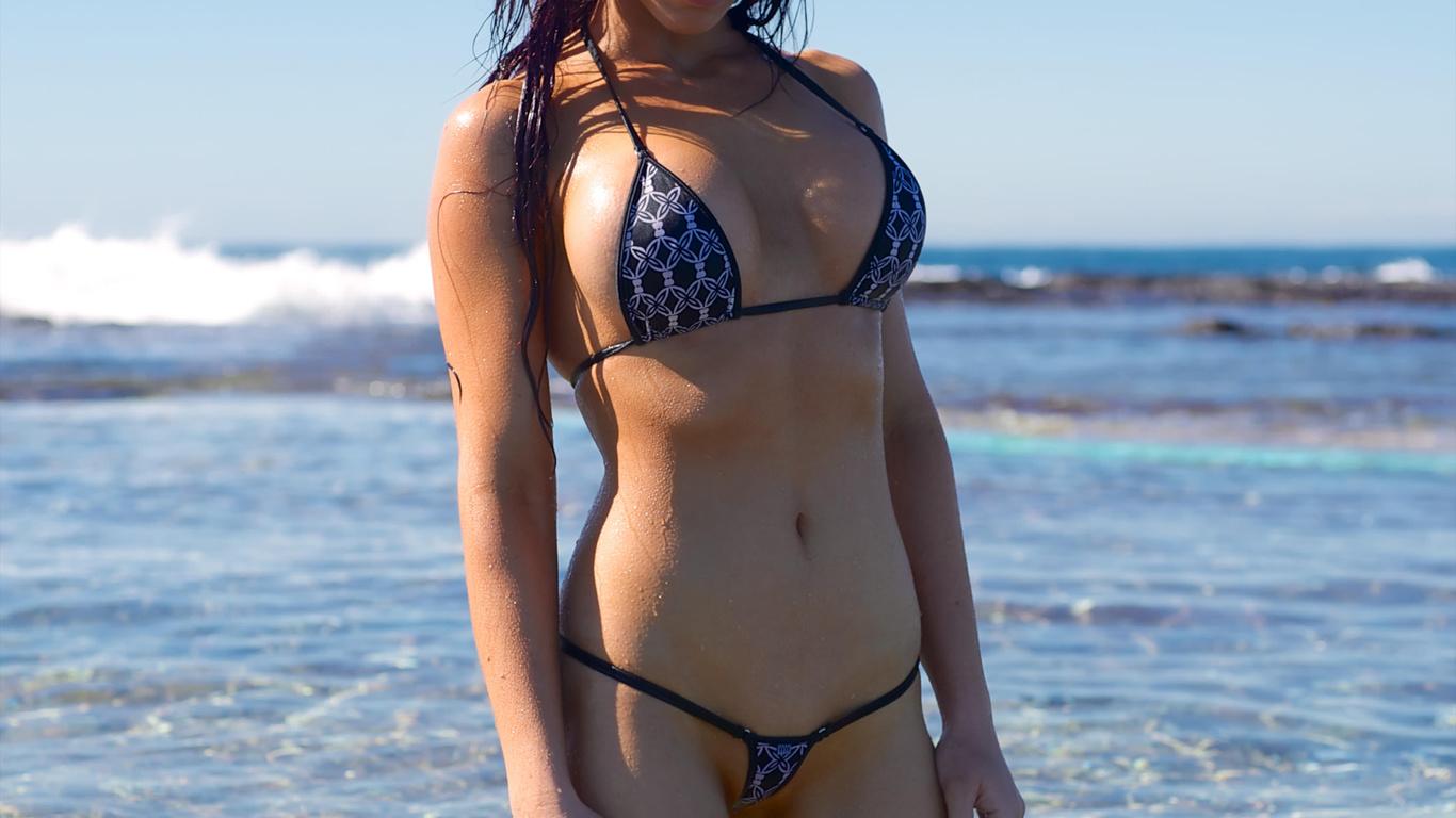 Стринги на отдыхе, Девушки в прозрачных купальниках на пляже частное 28 фотография
