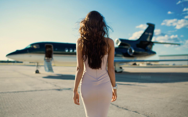 протянул фото девушки сзади в красивом городе страстное, обнаженное