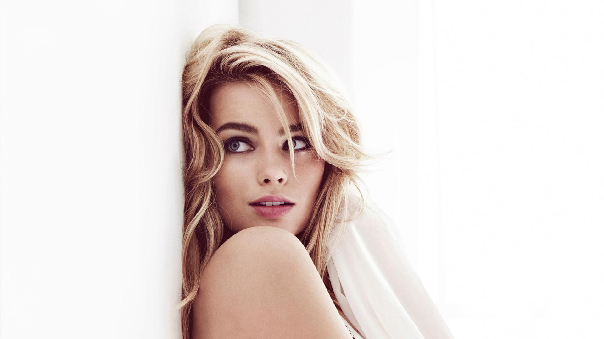 Australská herečka Margot Robbie se narodila na jihovýchodě Austrálie v městě Gold Coast kde strávila spoustu volného času na farmě u svých prarodičů
