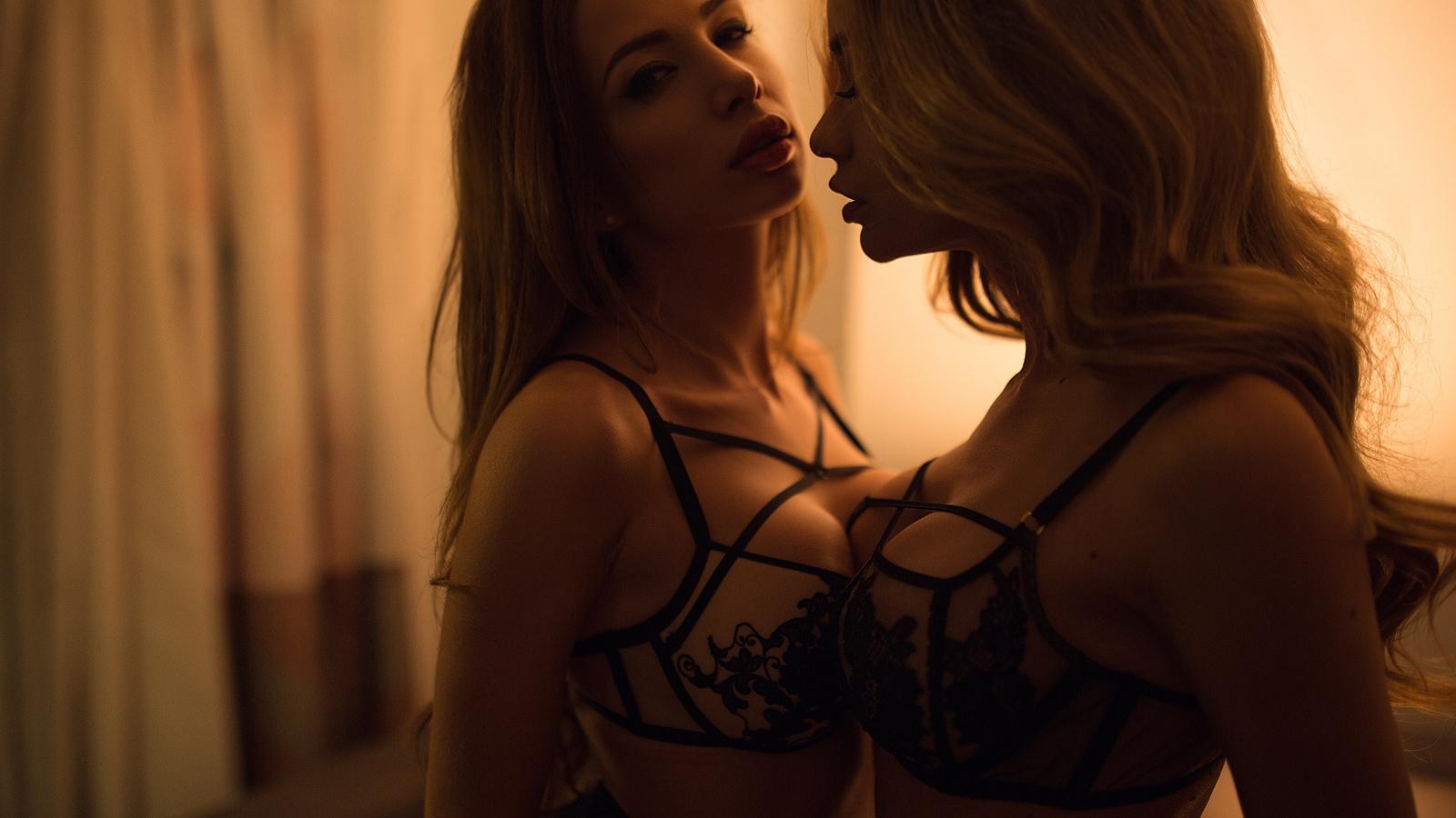 Пригласили подругу для секса, Секс Пригласили Подругу (найденопорно видео.) 21 фотография