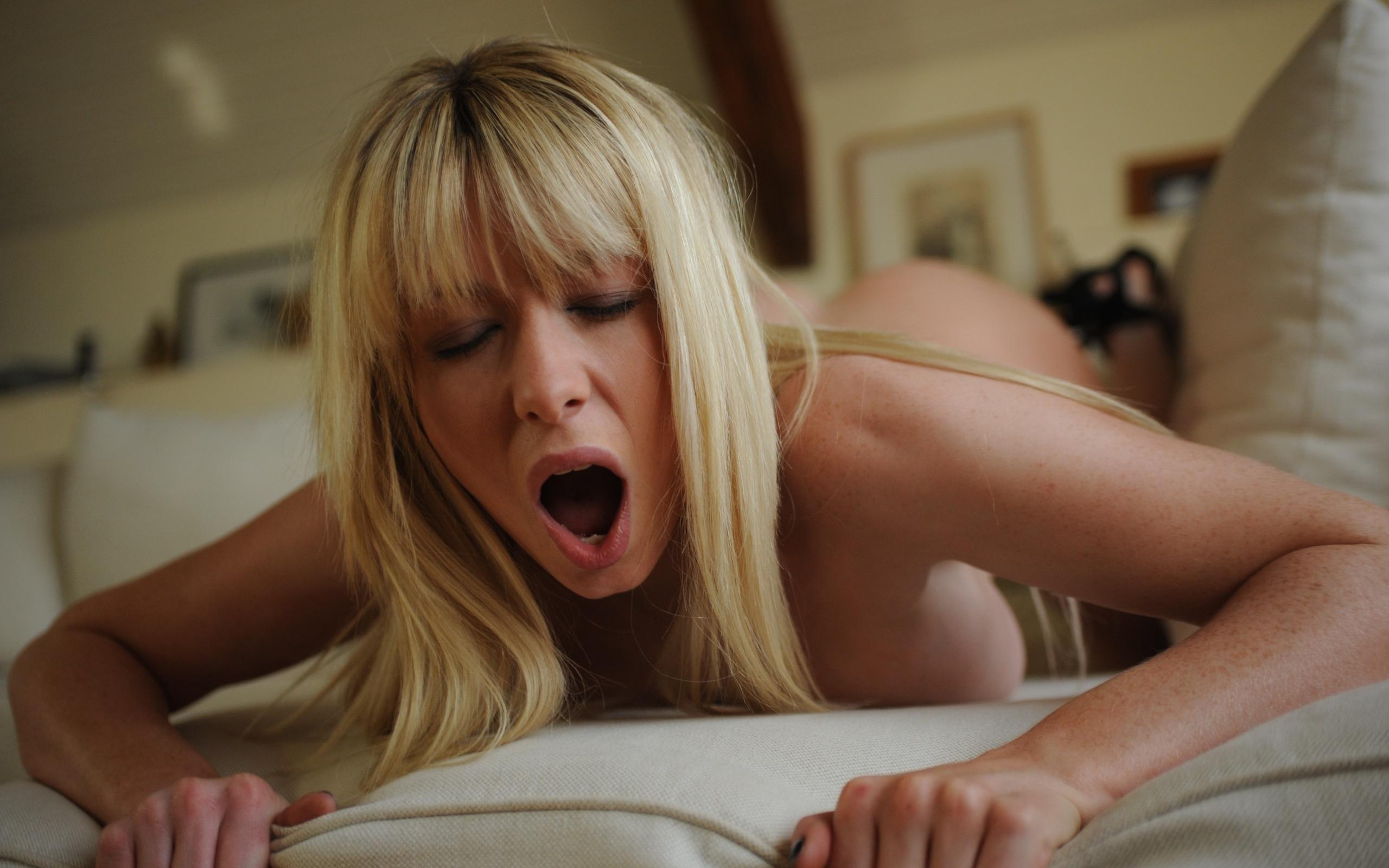 Masturbating to nice orgasm contractions
