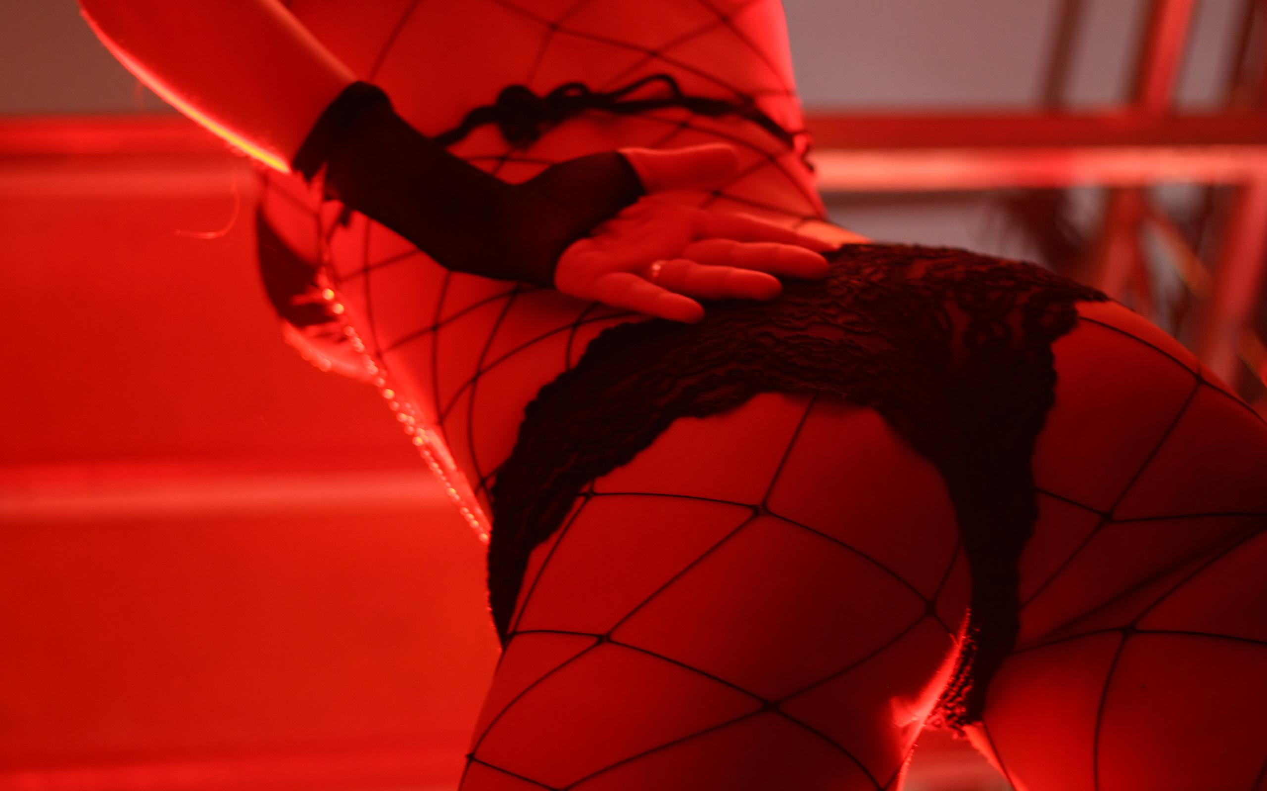 sexy-girls-dancing-strip-free