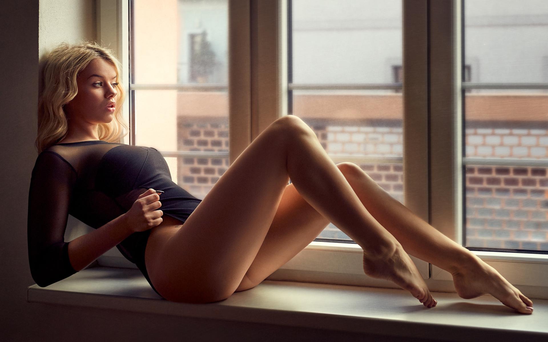 сексапильная красотка с красивыми ногами ноги