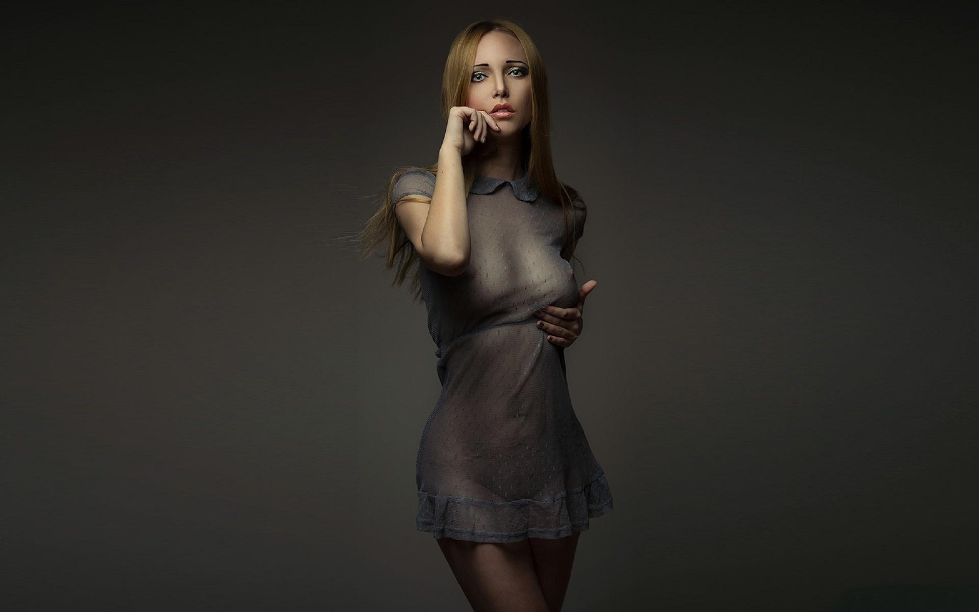 красивое фото девушек в прозрачных платьях
