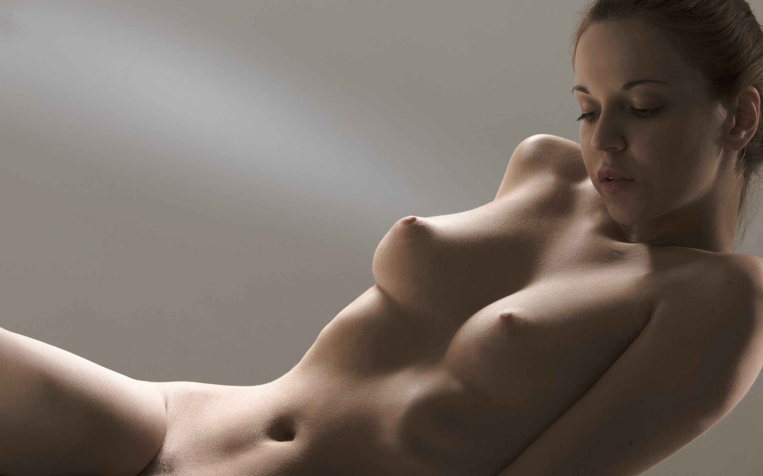 Голое тело женщины грудь