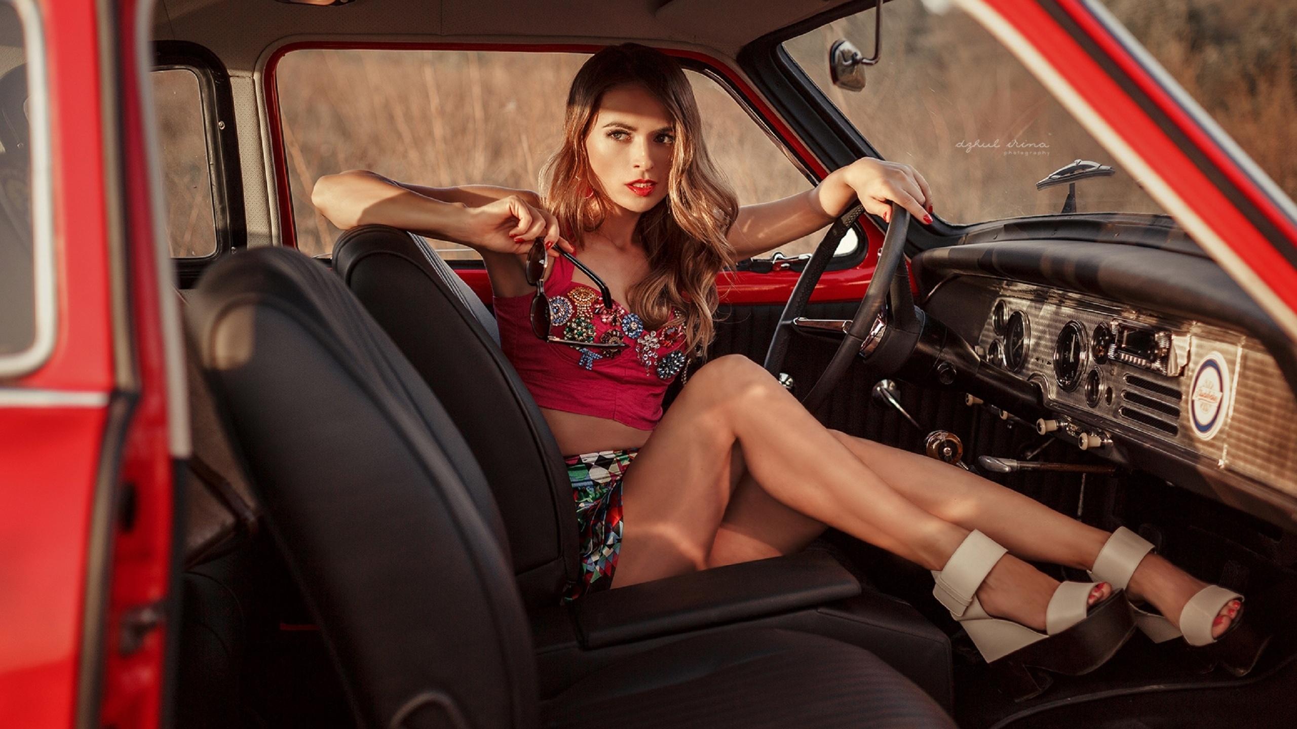 Фото манекенщиц в машинах, Модели - фото обои на рабочий стол, картинки 1 фотография