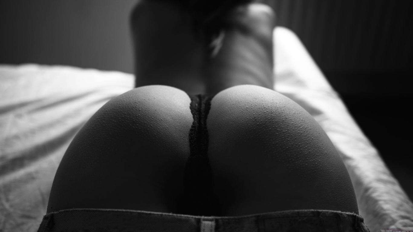 Черно белое фото эротика попки