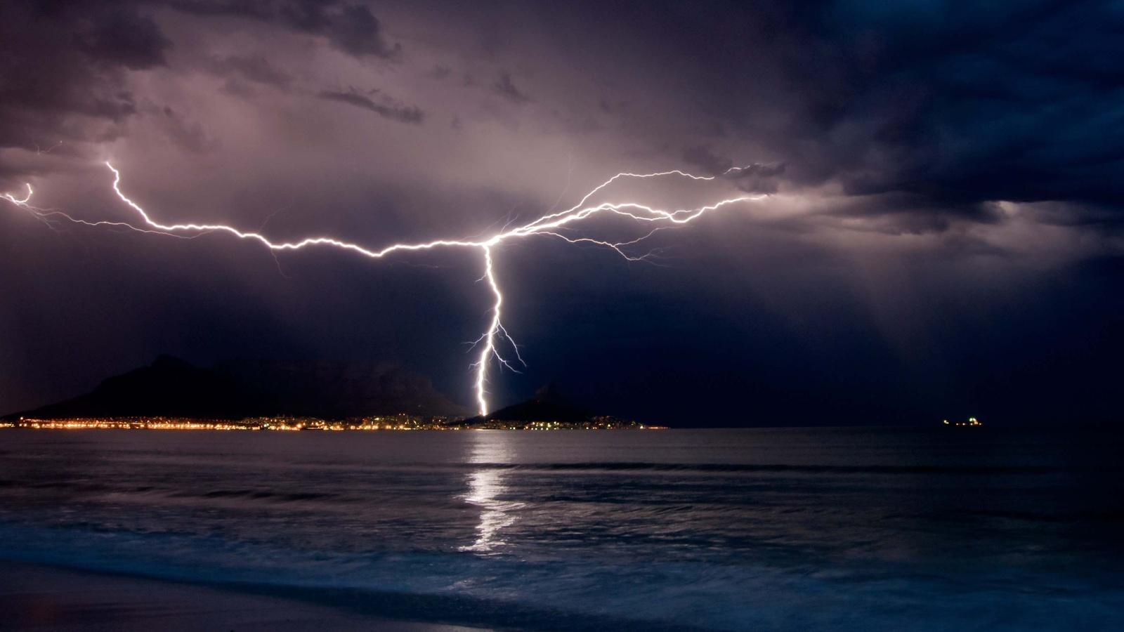вечер, море, горы, корабль, гроза, молния, красиво, пасмурно
