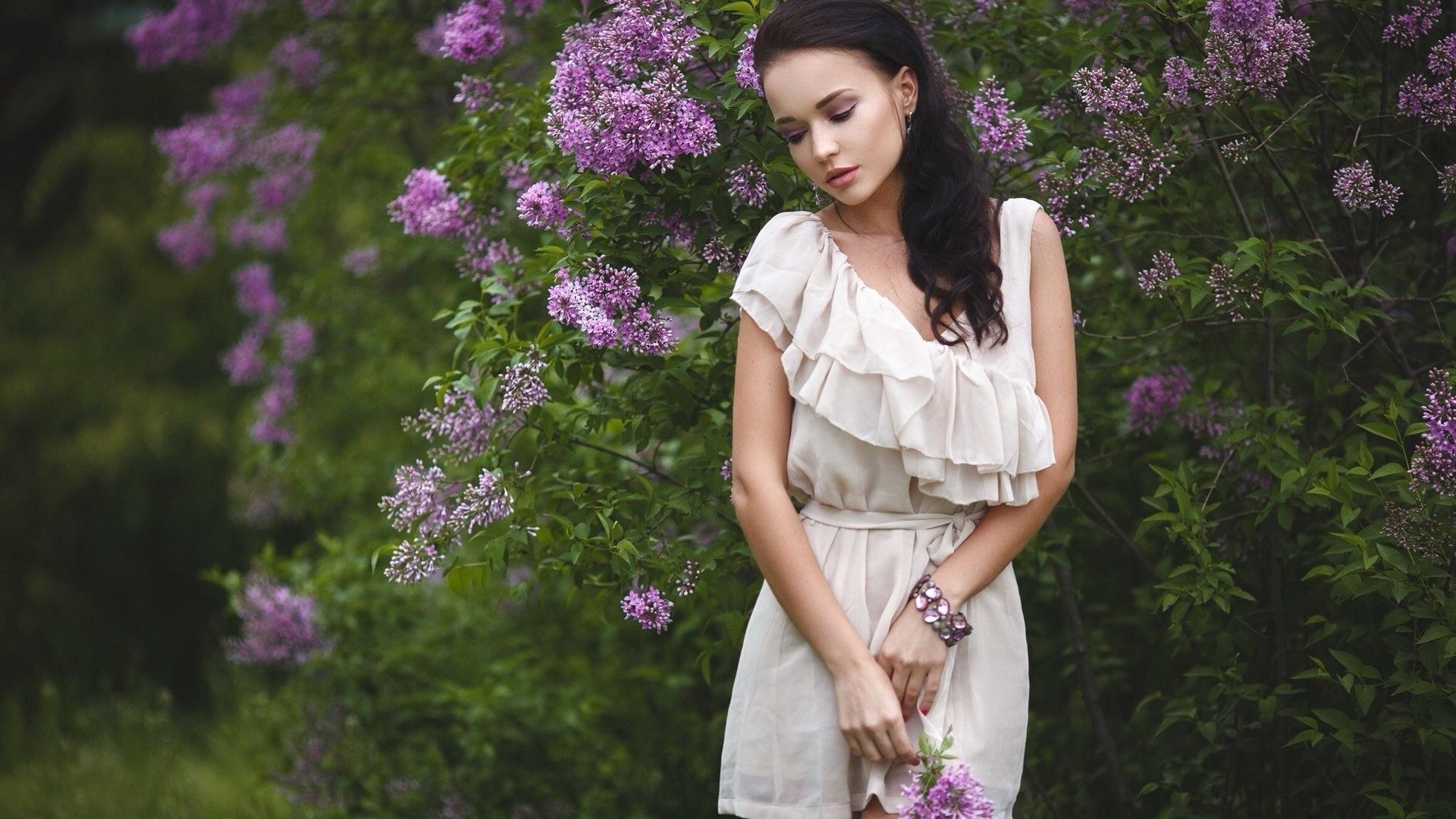 девушка, ангелина петрова, браслет, платье, beauty, украинка, брюнетка, сирень, красивая, шикарная, листья, портрет, боке, нежность