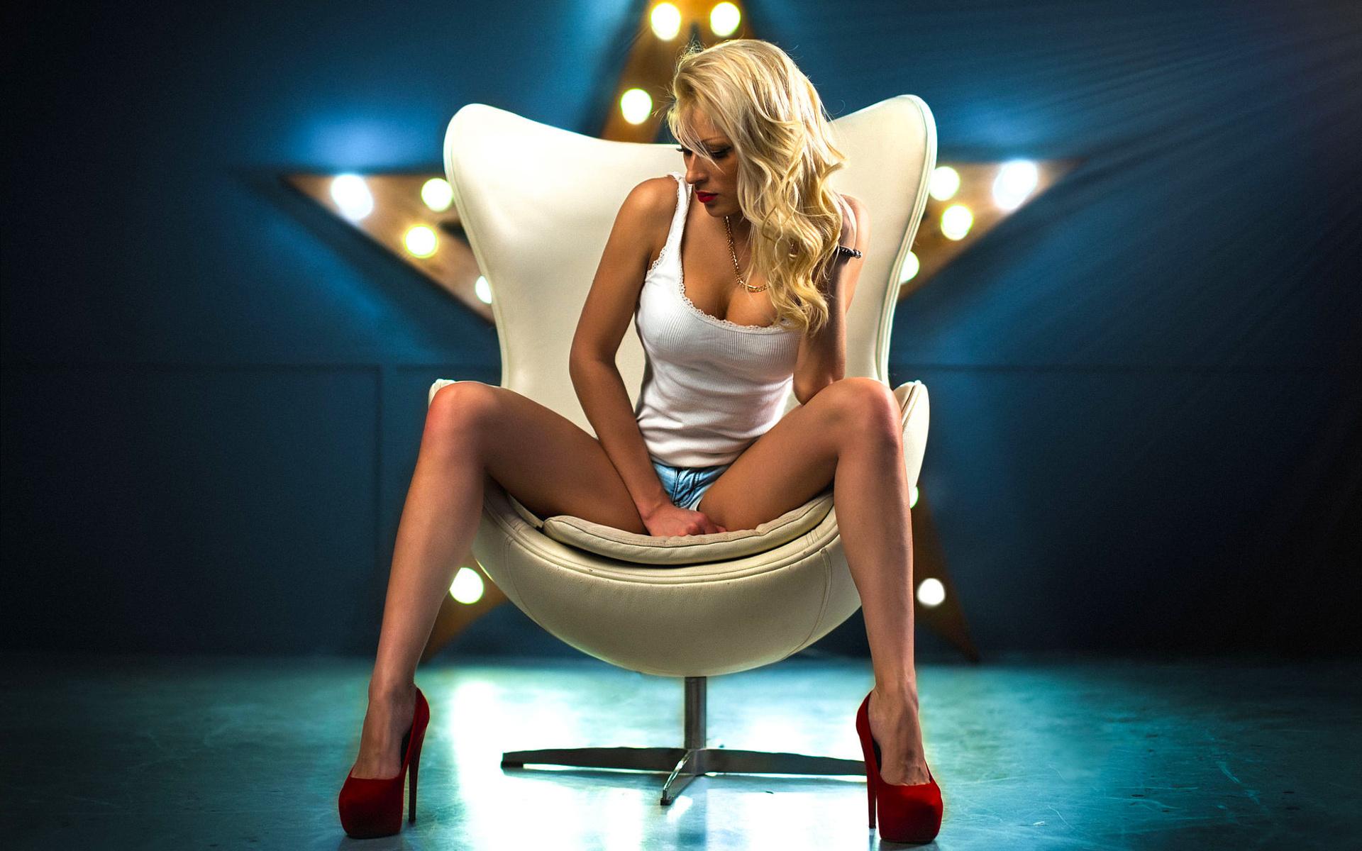 u-blondinki-mezhdu-nog