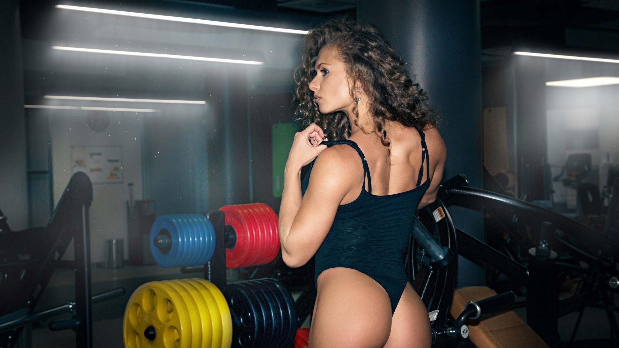 девушки в стрингах в фитнес клубах фото россии украиной