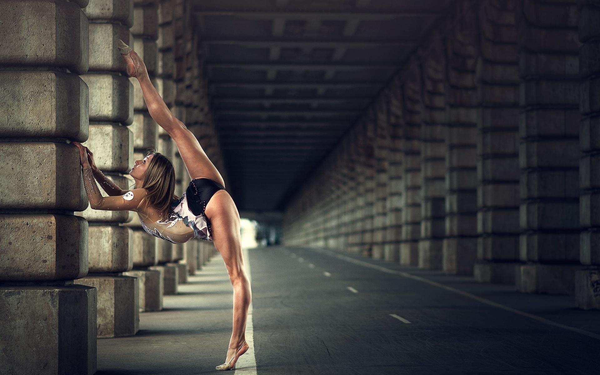 Нереальная девушка гимнастка красотка — pic 3