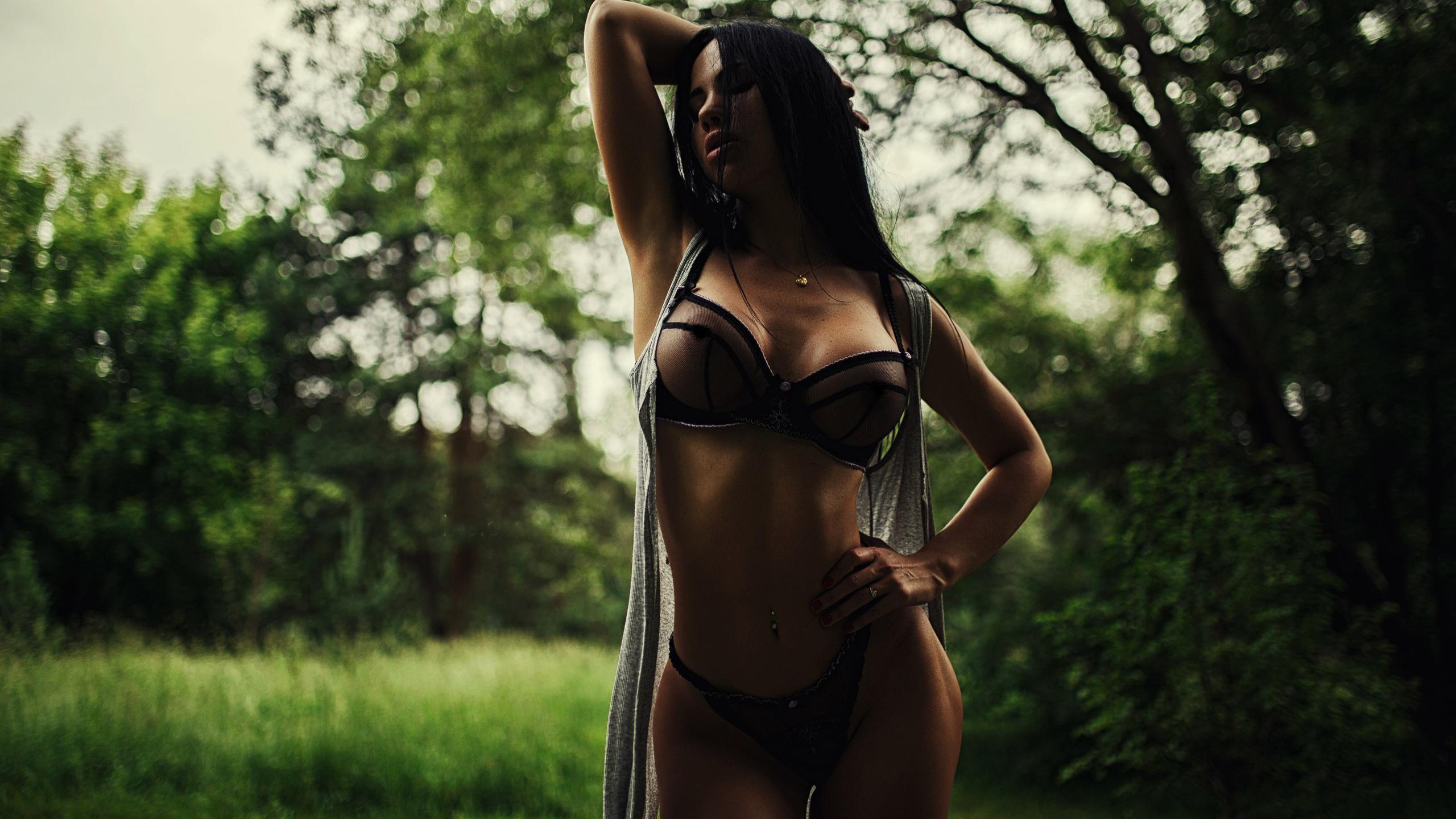 bryunetki-prekrasnaya-figura
