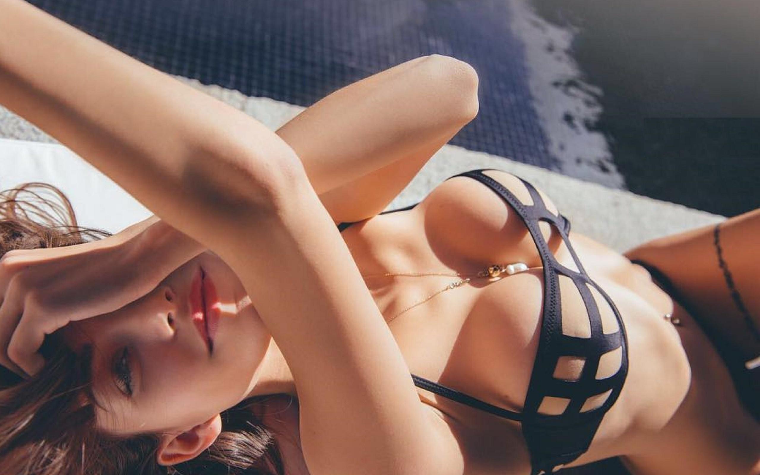Упругая грудь эро, Упругие сиськи красивых девушек - фото 26 фотография