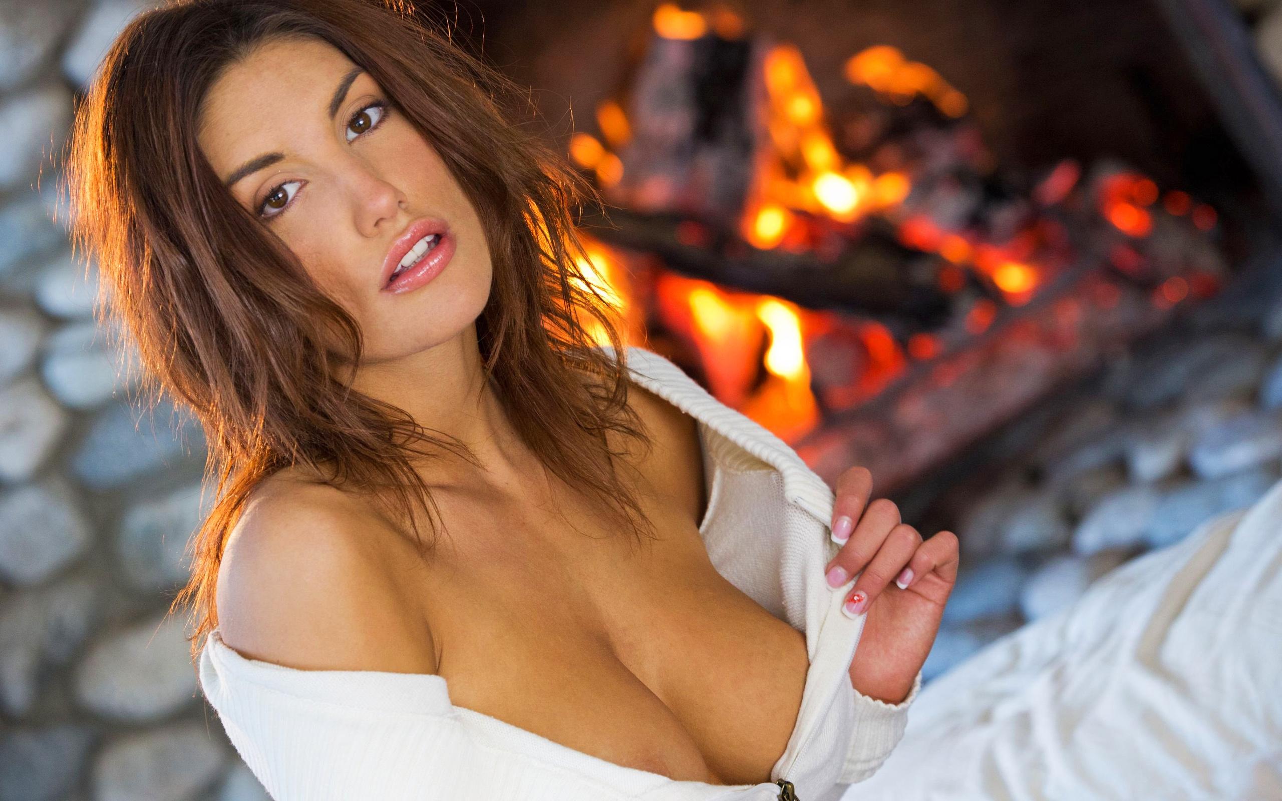 porn-divas-sexy-babes-in-unbuttoned-blouses-naked-men