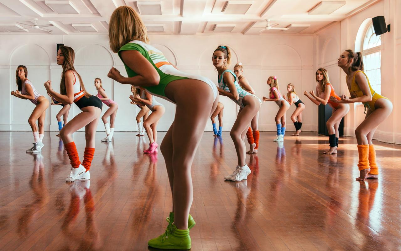 Сексуальный фитнес клуб, Подтянутые Девушки в Спортзале, Жесткий Трах 22 фотография