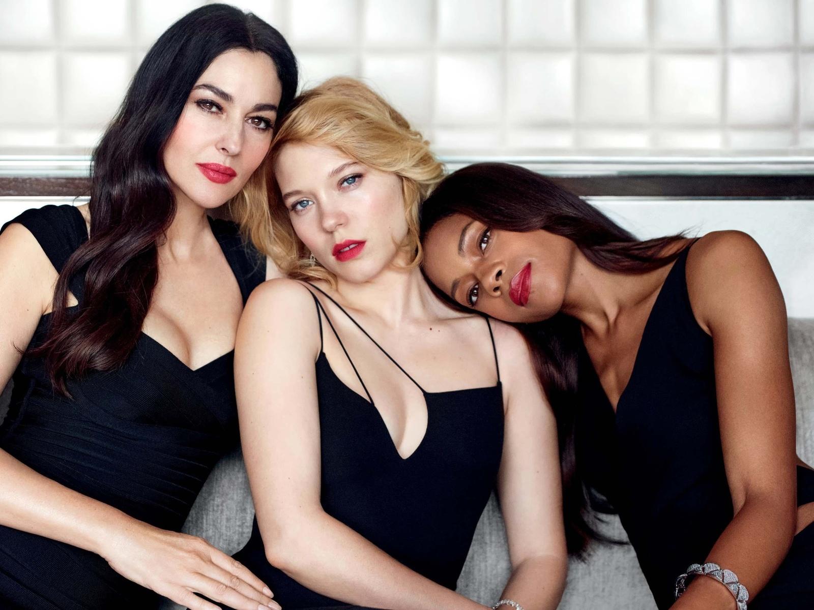 девушки, трио, позируют, красивы, брюнетки