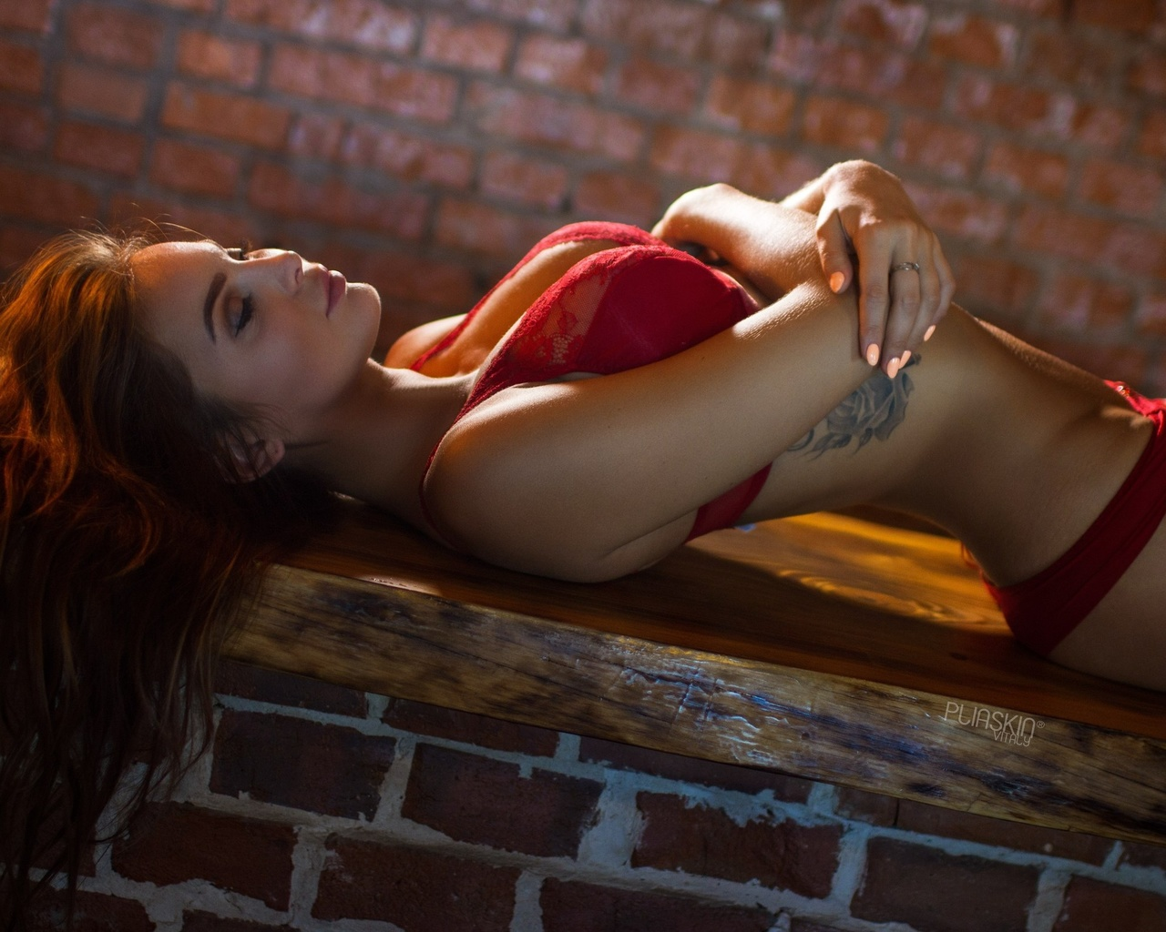 sofia kazakova, women, brunette, red lingerie, tattoo, arched back, closed eyes, bricks, portrait, painted nails, belly, arms crossed, девушка, шатенка, закрытые глаза, макияж, загорелая, фигурка, тату, нижнее белье