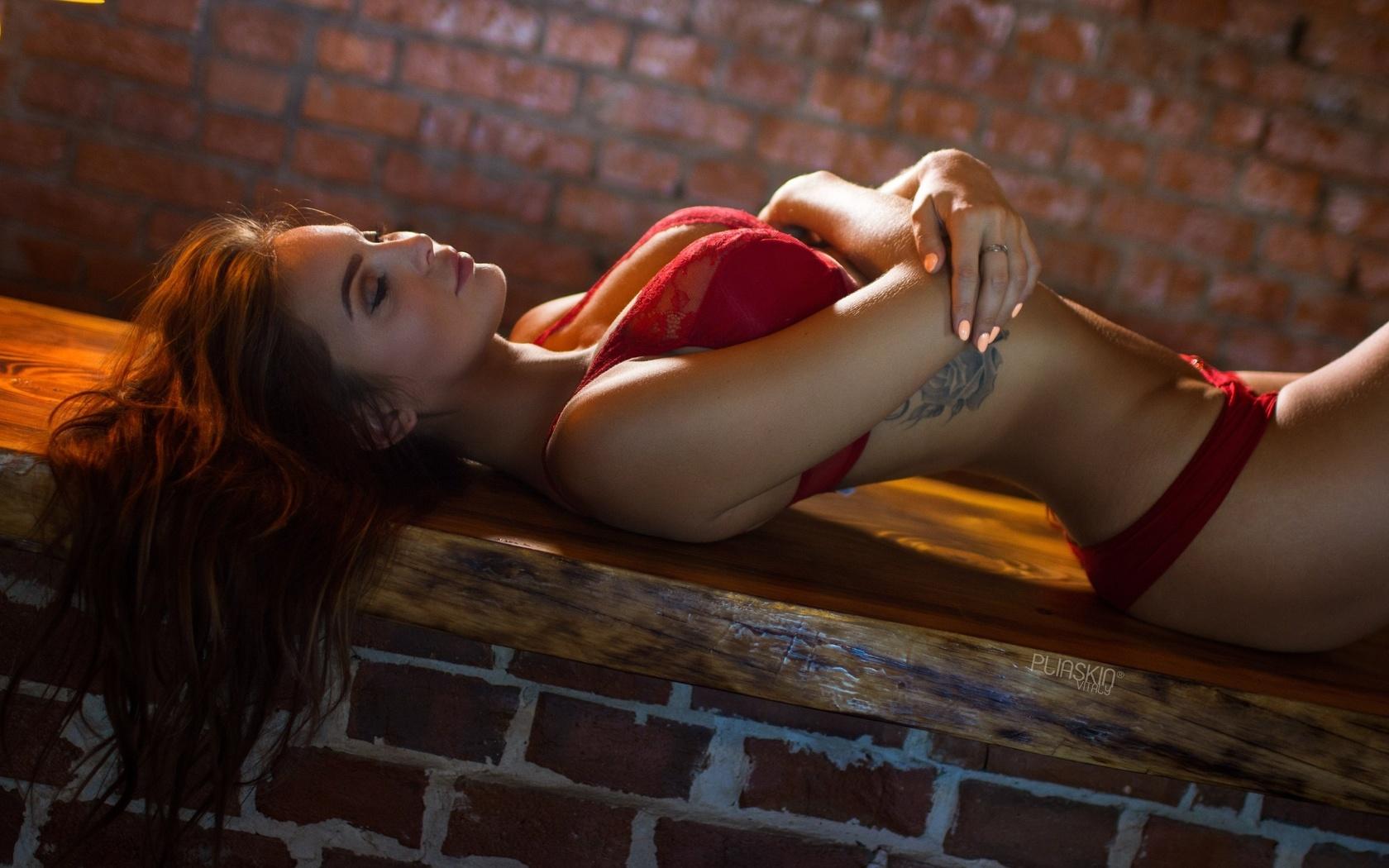 sofia kazakova, women, brunette, red lingerie, tattoo, arched back, closed eyes, bricks, portrait, painted nails, belly, arms crossed, девушка, шатенка, закрытые глаза, макияж, загорелая, фигурка, тату, нижнее белье