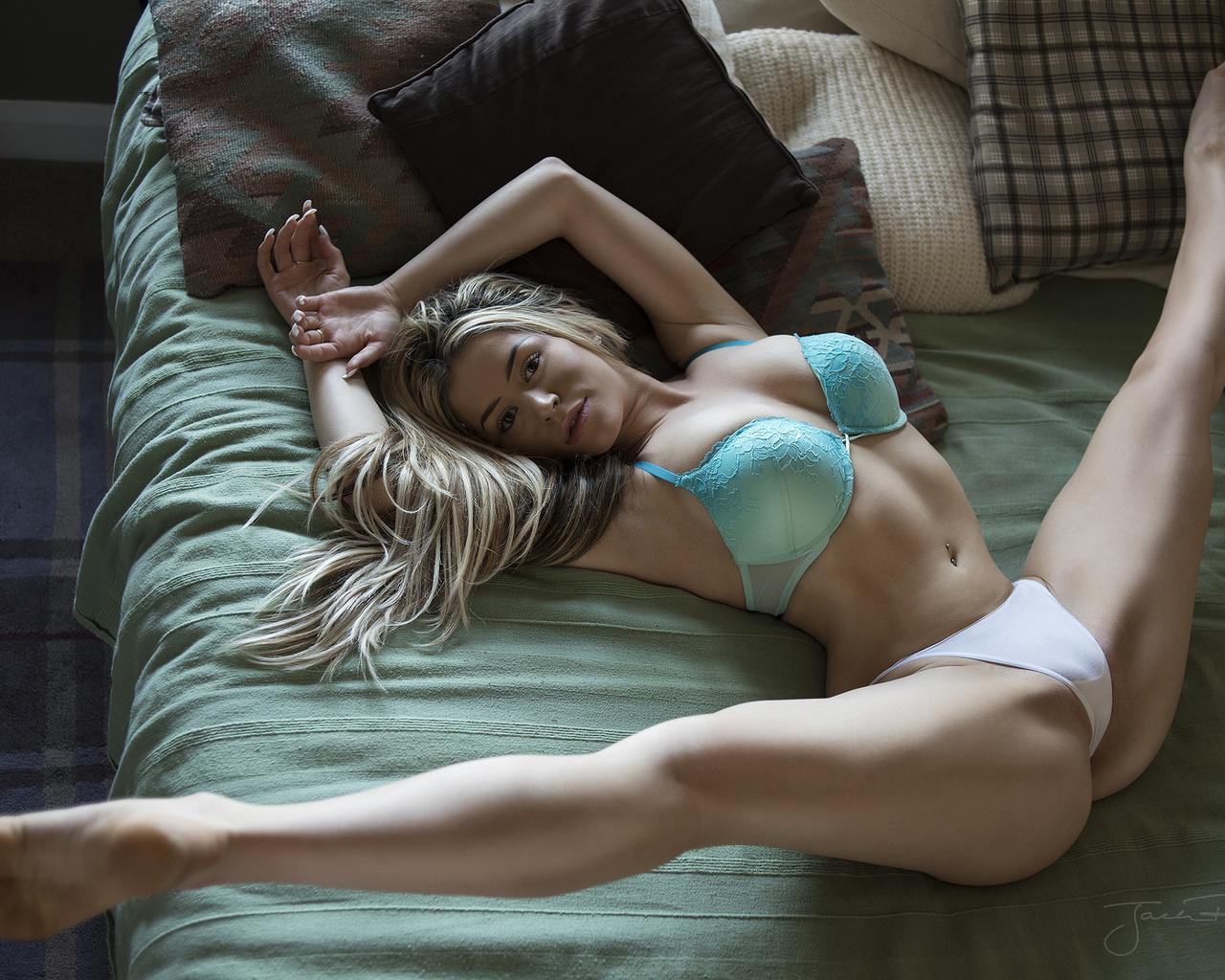Фото голых раздвинутых, Шикарные бабы с раздвинутыми ногами порно фото 25 фотография