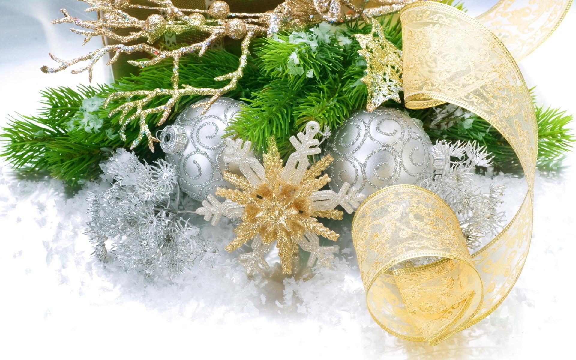 новый год, шарики, снежинки, еловая ветка