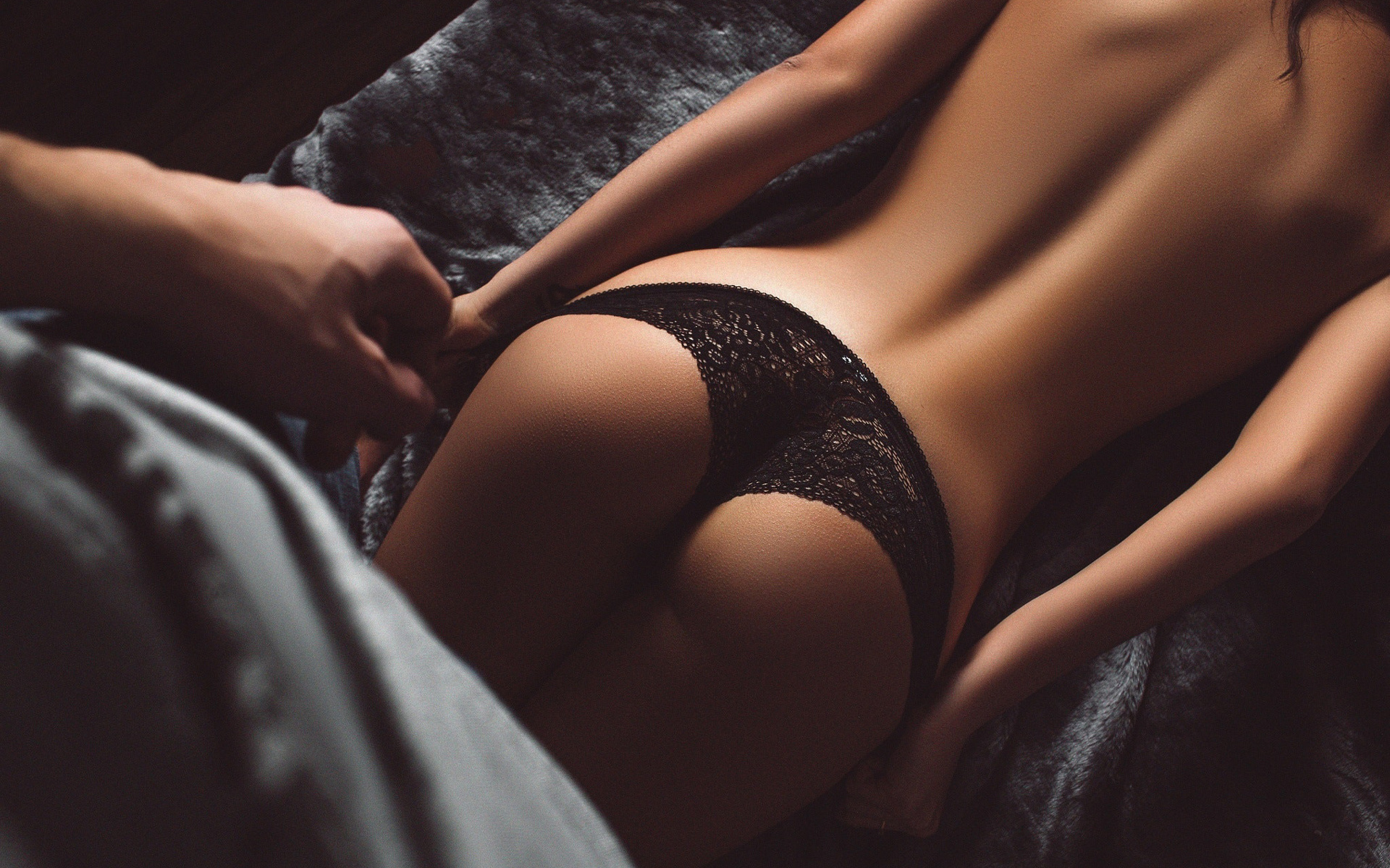 массажистка девушка отшлепает попки девушку возможностью создать