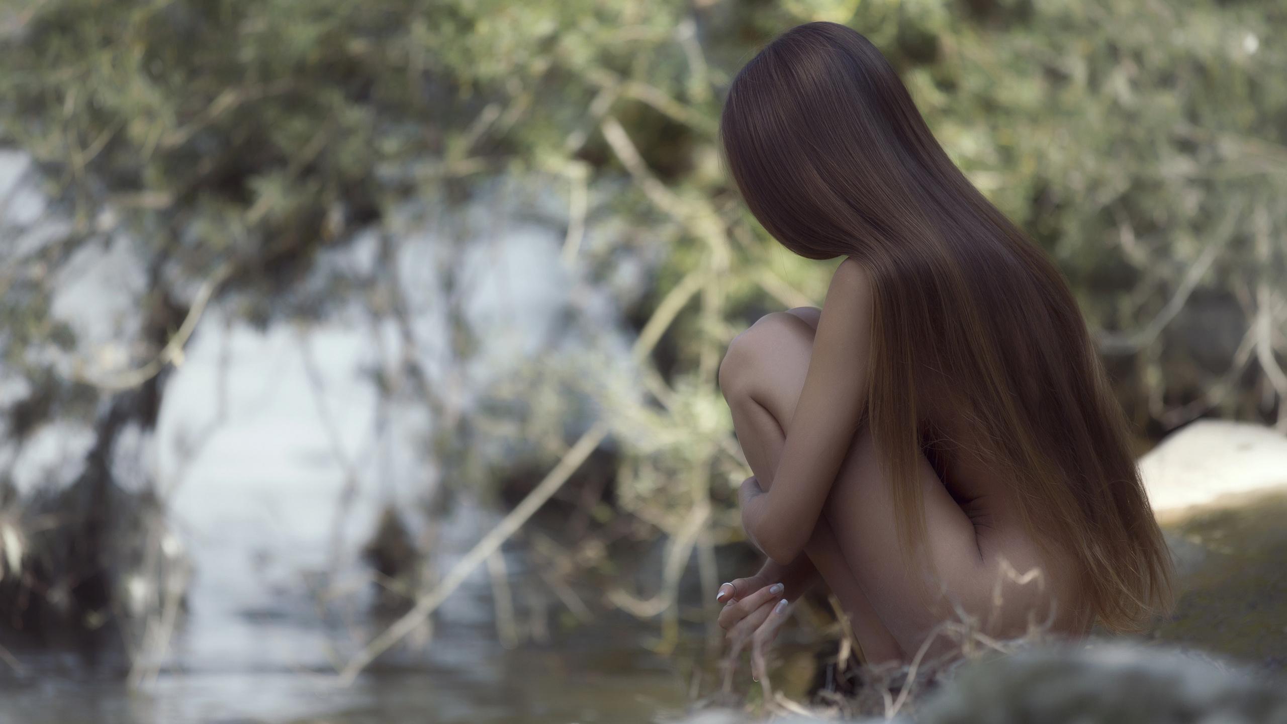 фото обнаженных девушек где спрятано лицо с русыми волосами окном