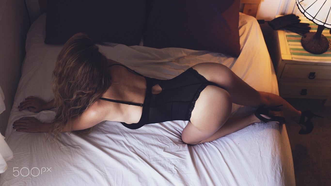Гибкой девушкой в постели, моя сисястая соседка