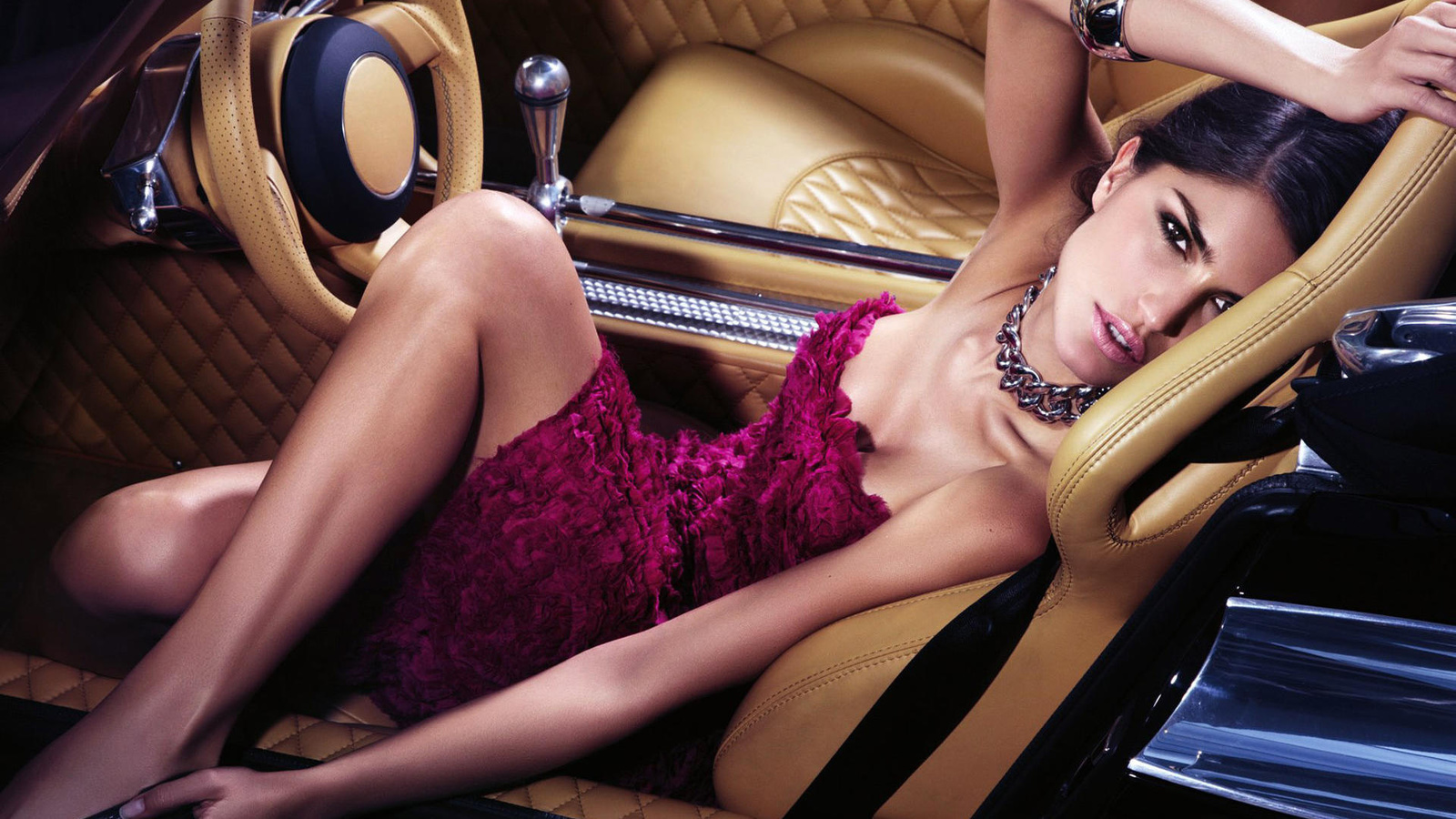 секси бизнес леди в вечернем платье фото восточной