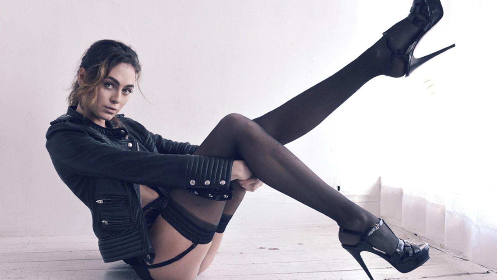 девушка в чулках на каблуках именно это порно