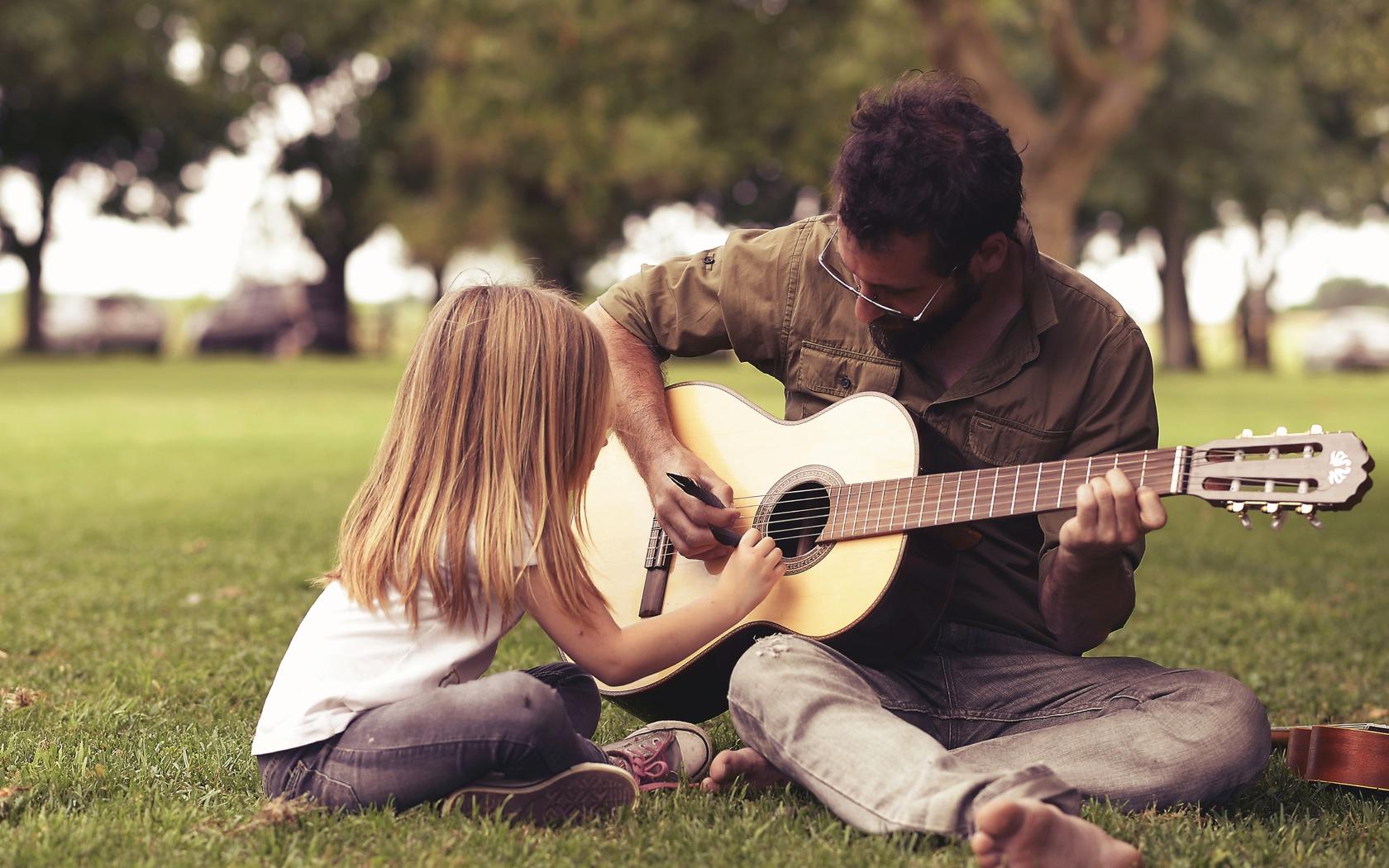 люди, природа, отец, дочь, гитара, перья, фото, позитив