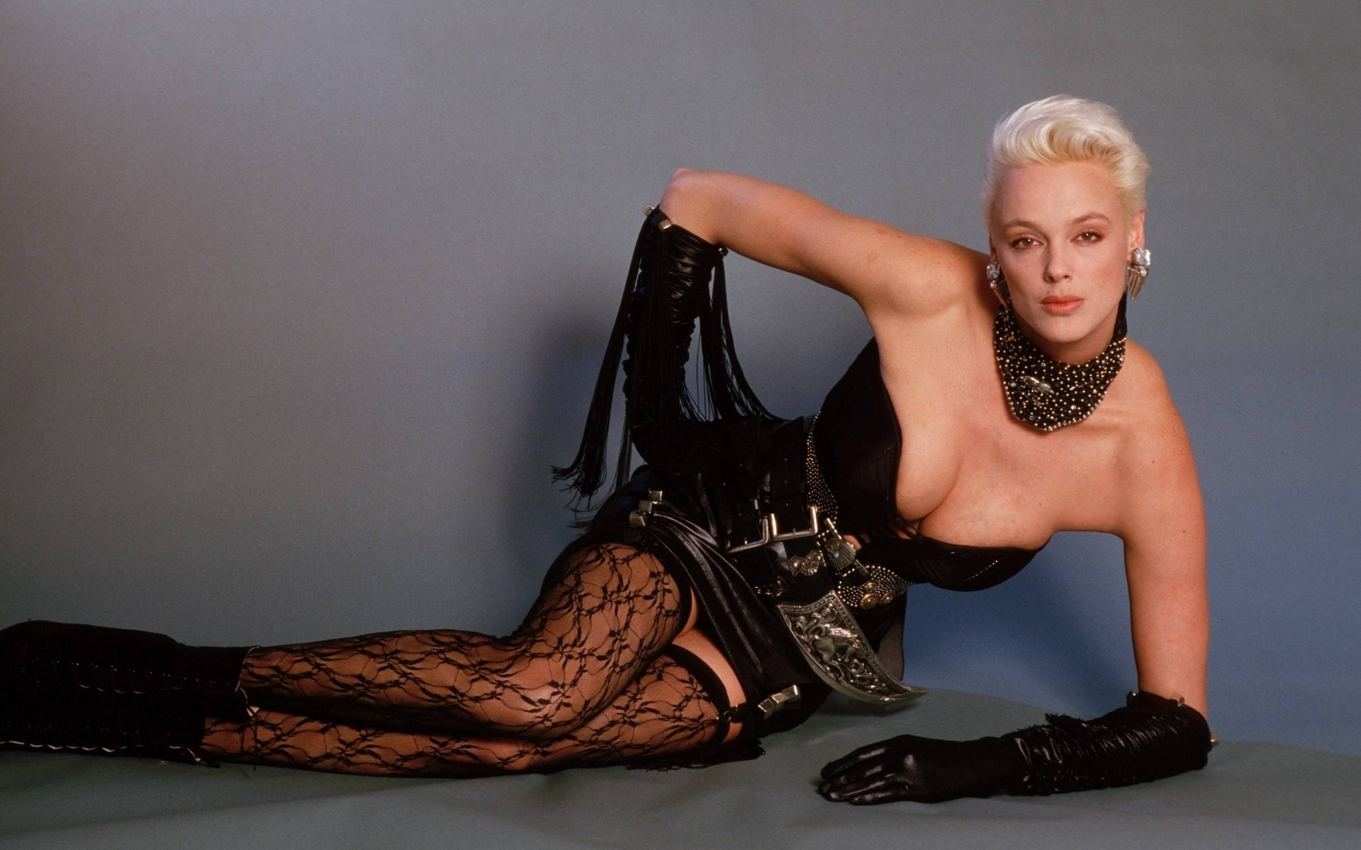 yellow-brigitte-nielsen-photos-sexy