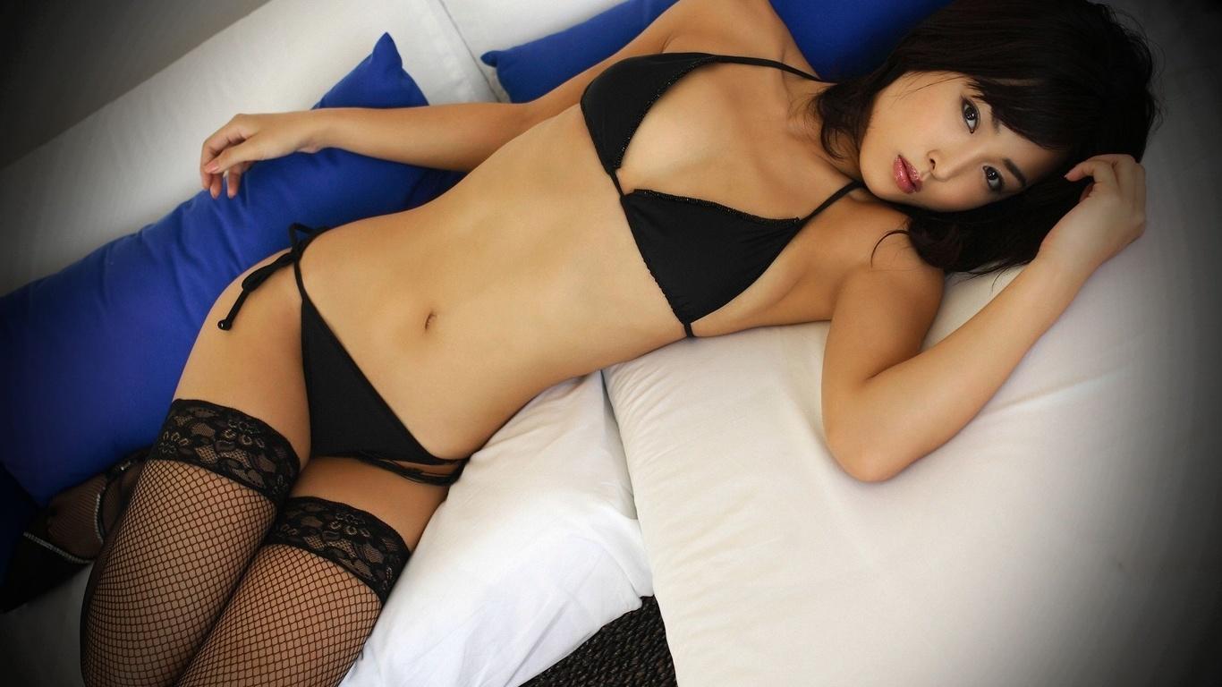 азиаток в секси черных чулках фото