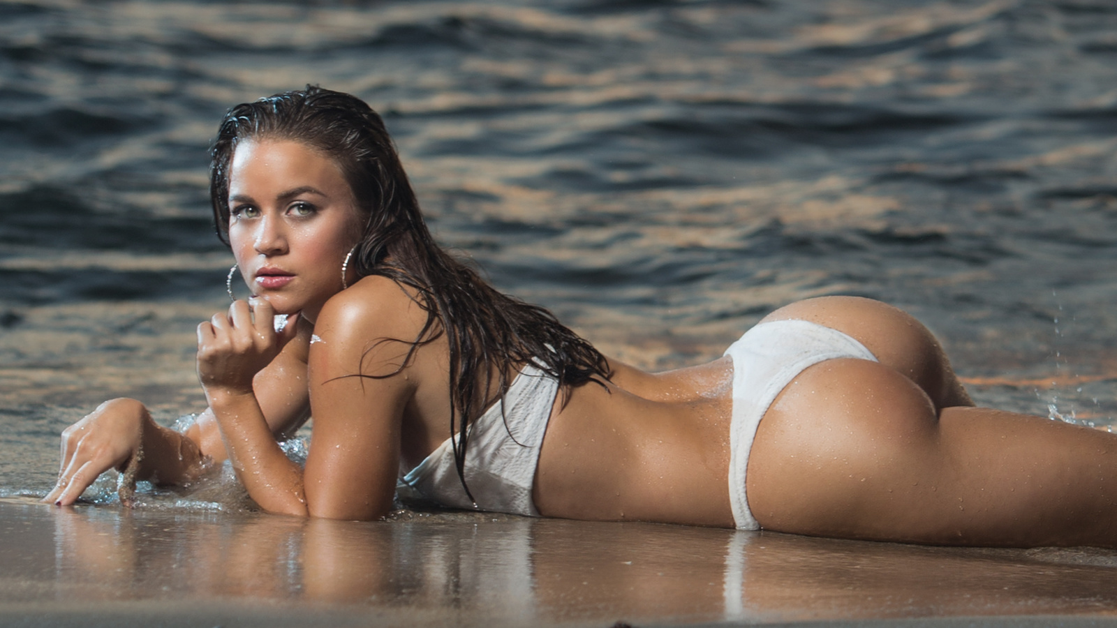 man-pictures-of-girls-in-wet-bikinis