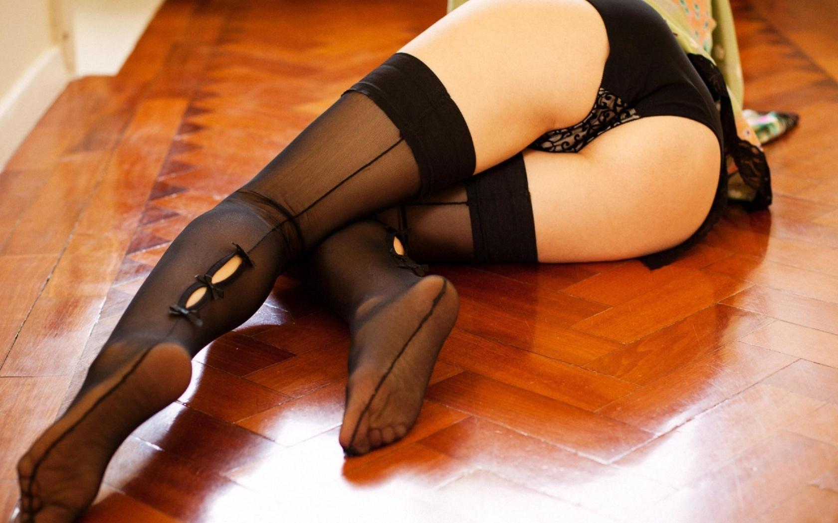 Чулки, туфли. Стоя сзади. Сильно со страстью